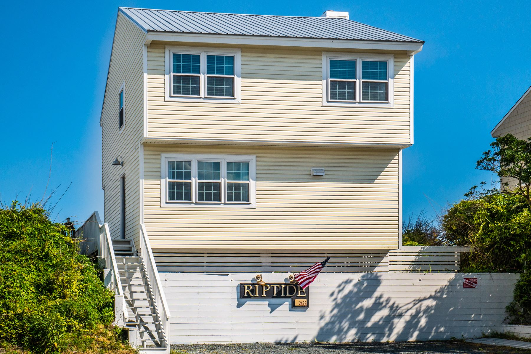 Single Family Homes για την Πώληση στο Transformed Oceanfront Cottage in Surf City 2422 S Shore Drive, Surf City, Βορεια Καρολινα 28445 Ηνωμένες Πολιτείες