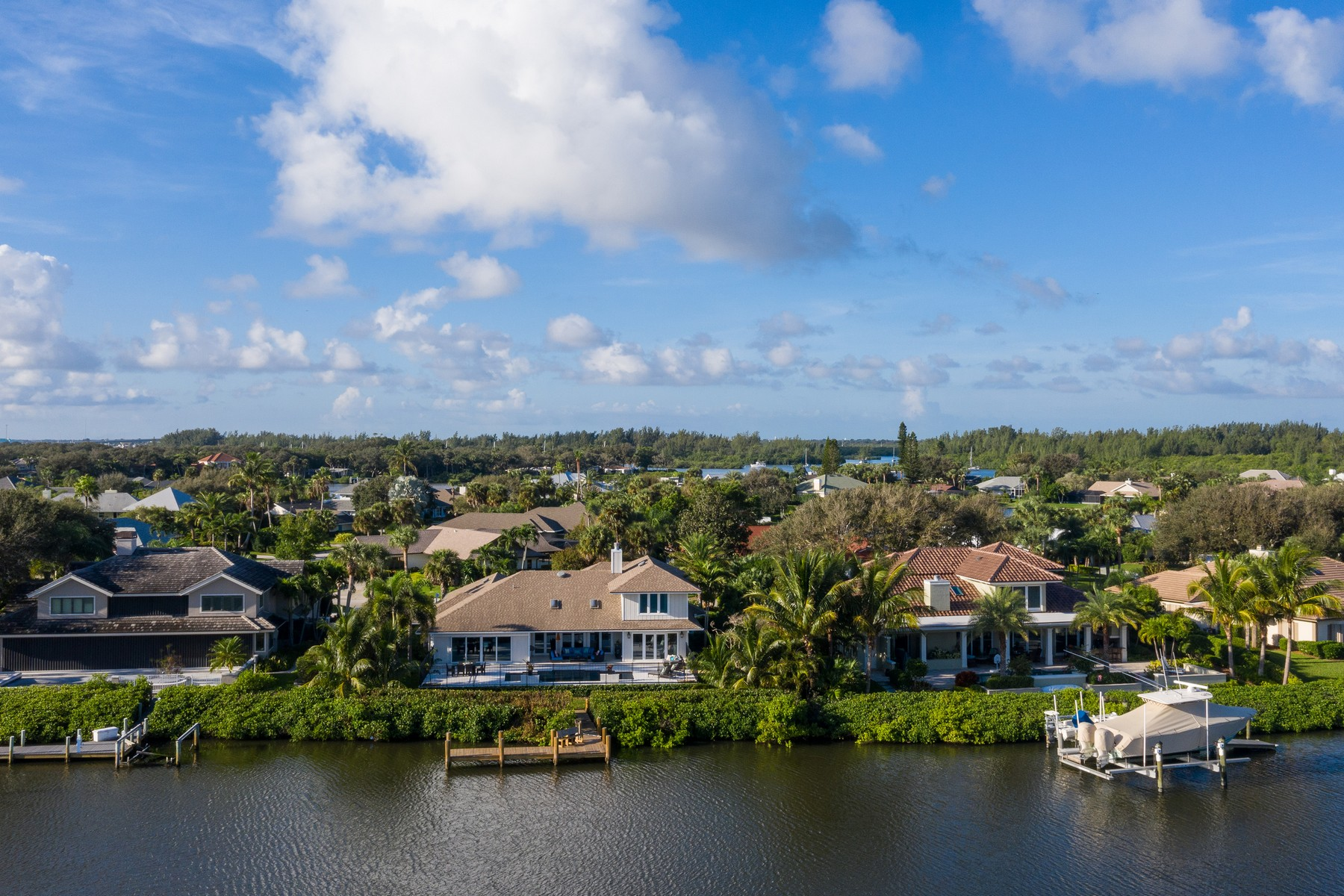 Additional photo for property listing at Spectacular Riverfront Paradise Awaits You! 25 Cache Cay Drive Vero Beach, Florida 32963 United States