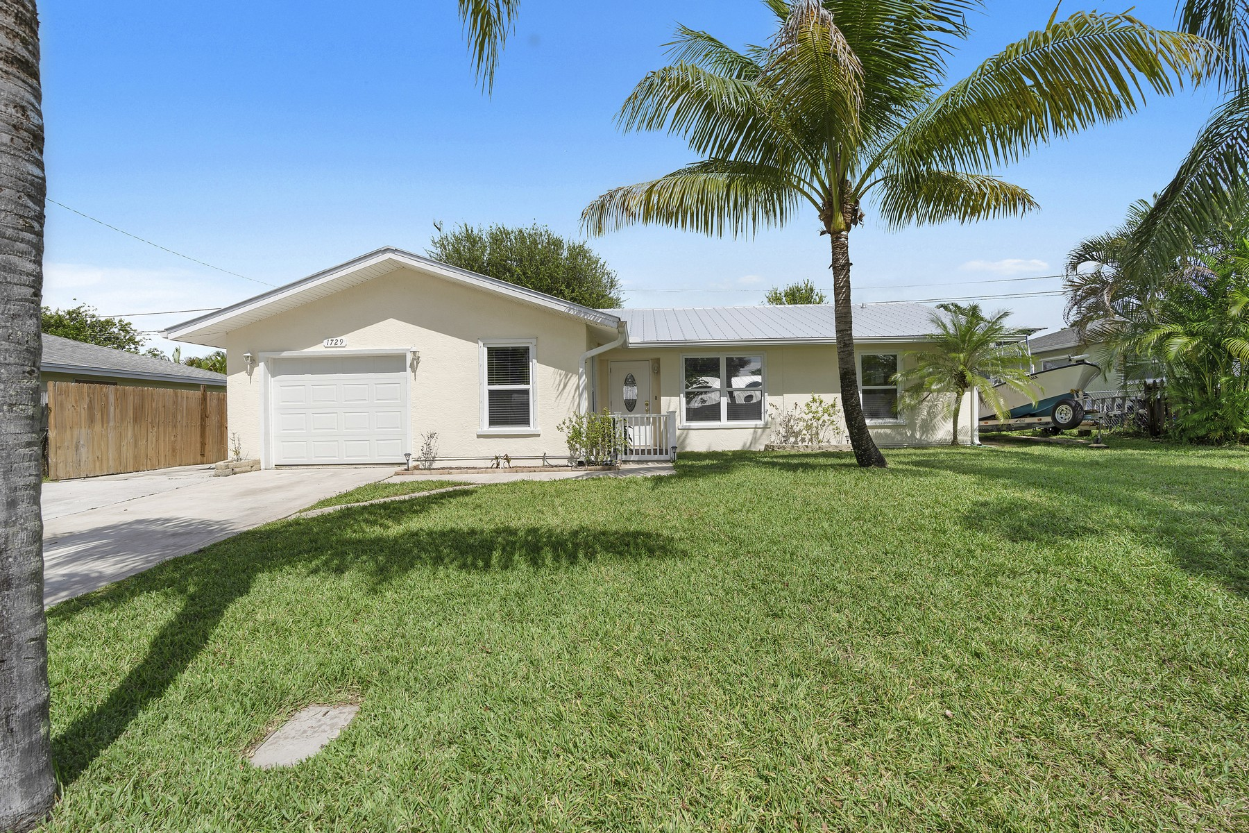 Single Family Homes για την Πώληση στο Meticulously Maintained and Updated! 1729 NE 23rd Terrace Jensen Beach, Φλοριντα 34957 Ηνωμένες Πολιτείες