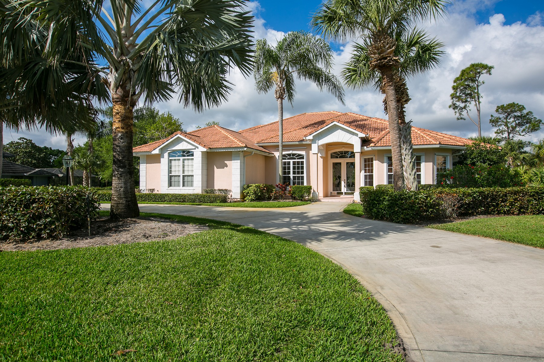 Additional photo for property listing at Fully Furnished Home on Golf Course! 5851 Bent Pine Drive Vero Beach, Florida 32967 United States