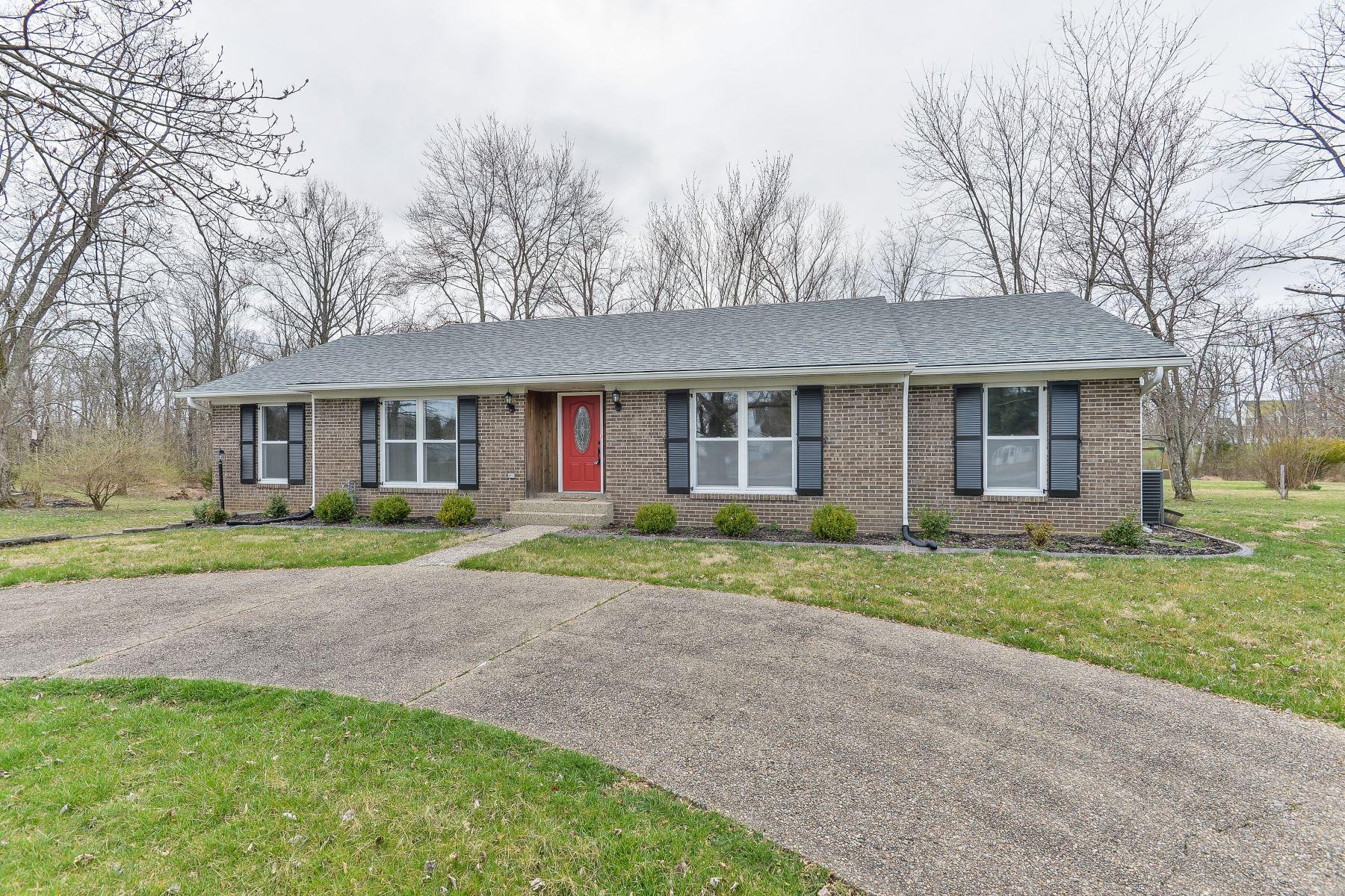 Single Family Homes por un Venta en 2018 Montfort Circle Crestwood, Kentucky 40014 Estados Unidos