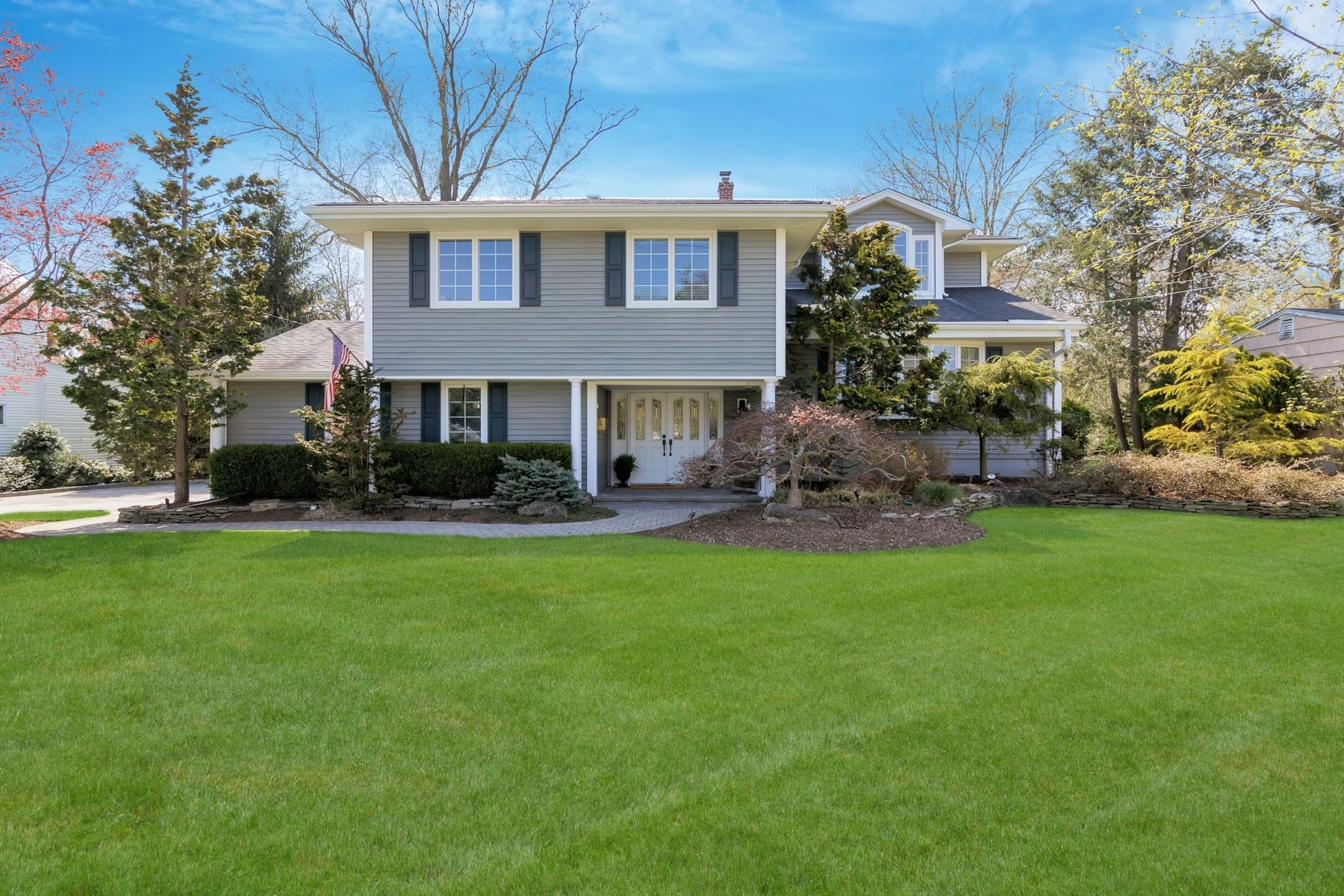Maison unifamiliale pour l Vente à Updated & Expanded 208 Brook St, Harrington Park, New Jersey 07640 États-Unis