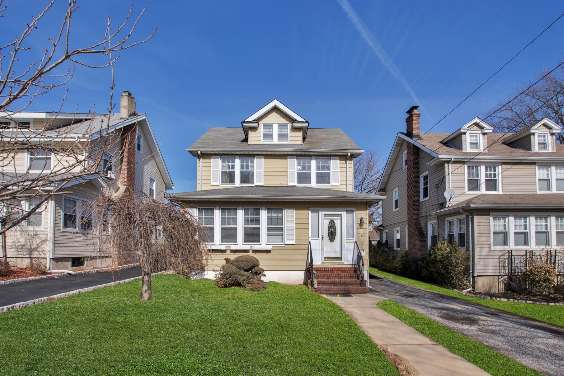Single Family Home for Sale at Spacious Colonial 207 Maplewood Ave Bogota, New Jersey 07603 United States