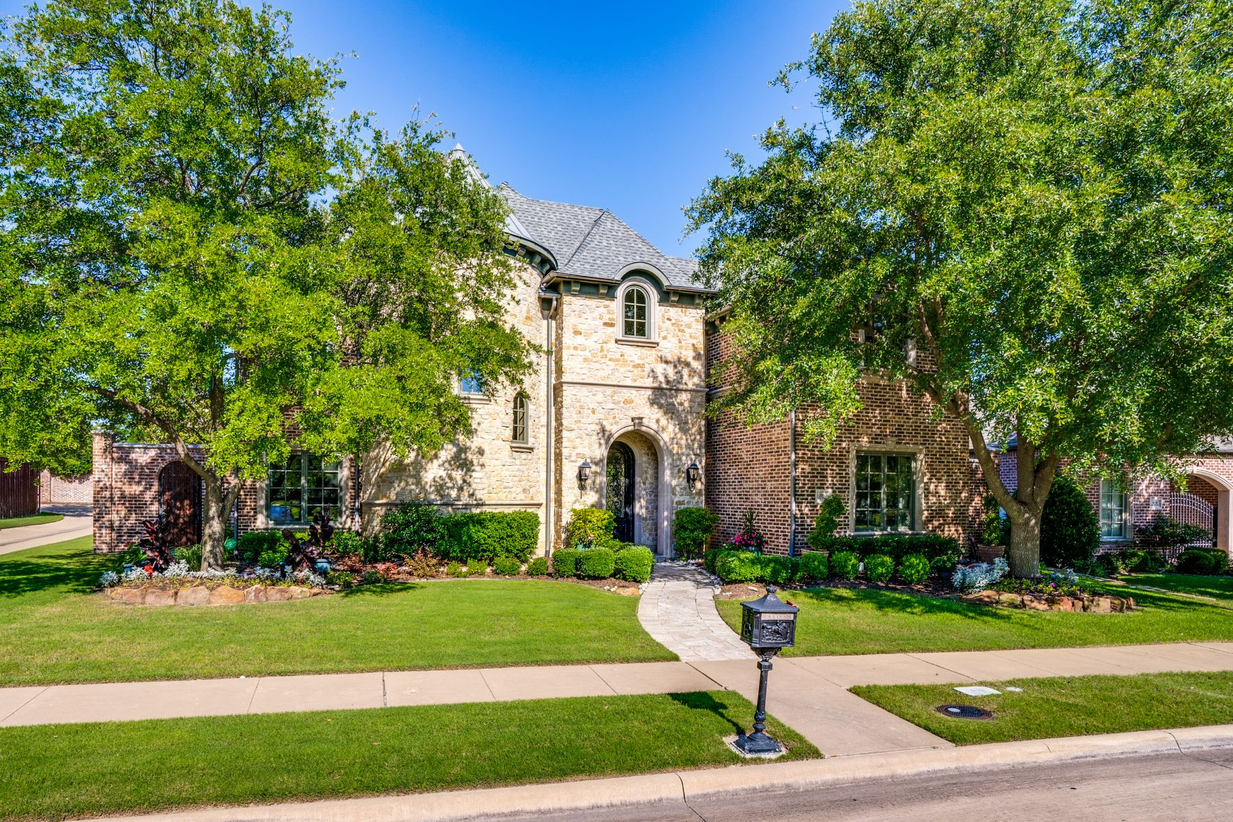 Single Family Homes for Sale at Villages of Stonebriar Park 3156 Briarwood Lane Frisco, Texas 75034 United States
