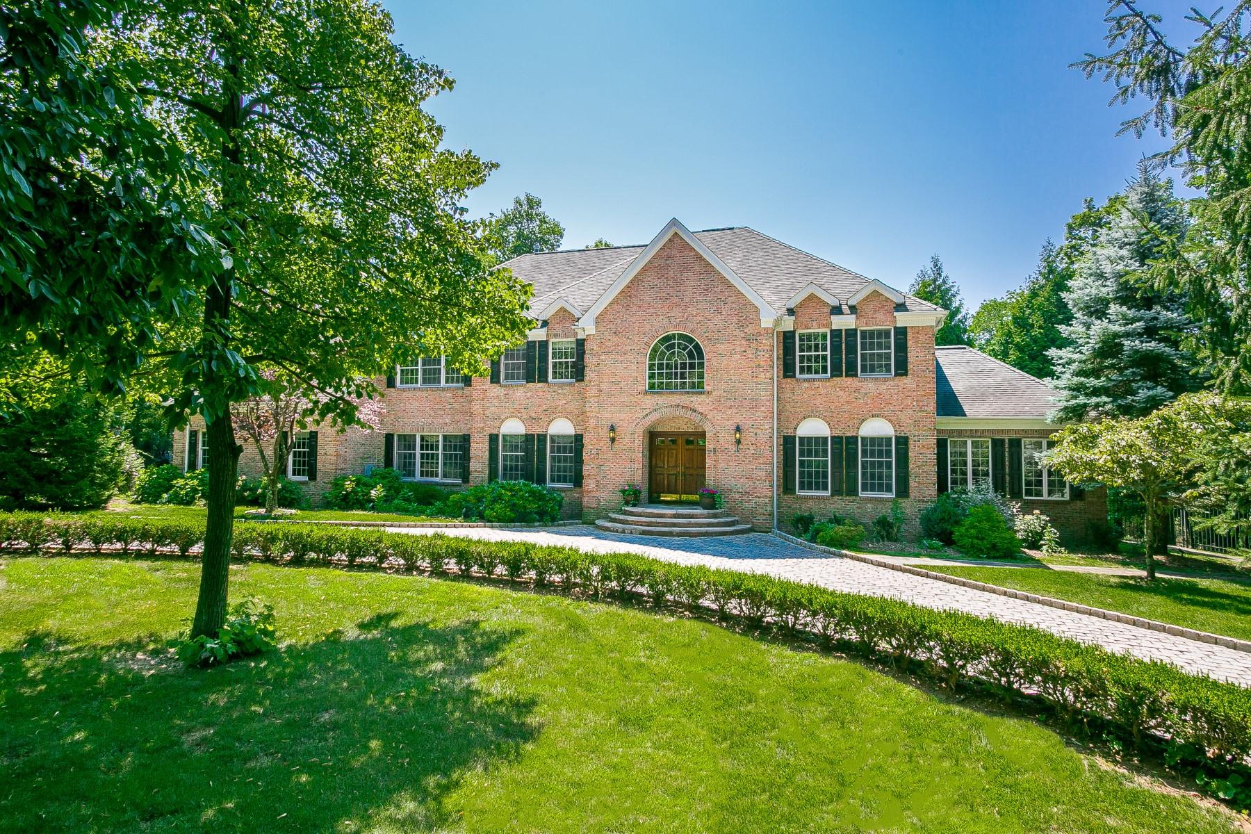 独户住宅 为 销售 在 Desirable Cul-de-sac Location 14 Charlotte Hill Drive 伯纳兹维尔, 新泽西州 07924 美国