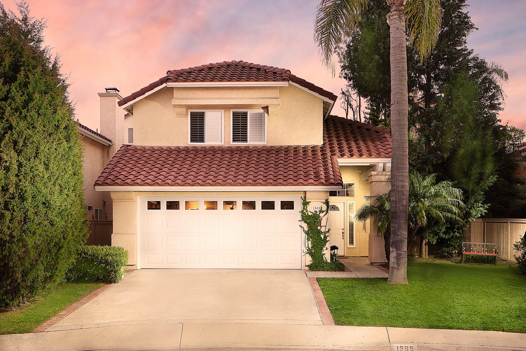 Single Family Homes para Venda às A Spacious home located at the end of a quiet Cul-de-sac. 1505 Promontory Ridge Way, Vista, Califórnia 92081 Estados Unidos