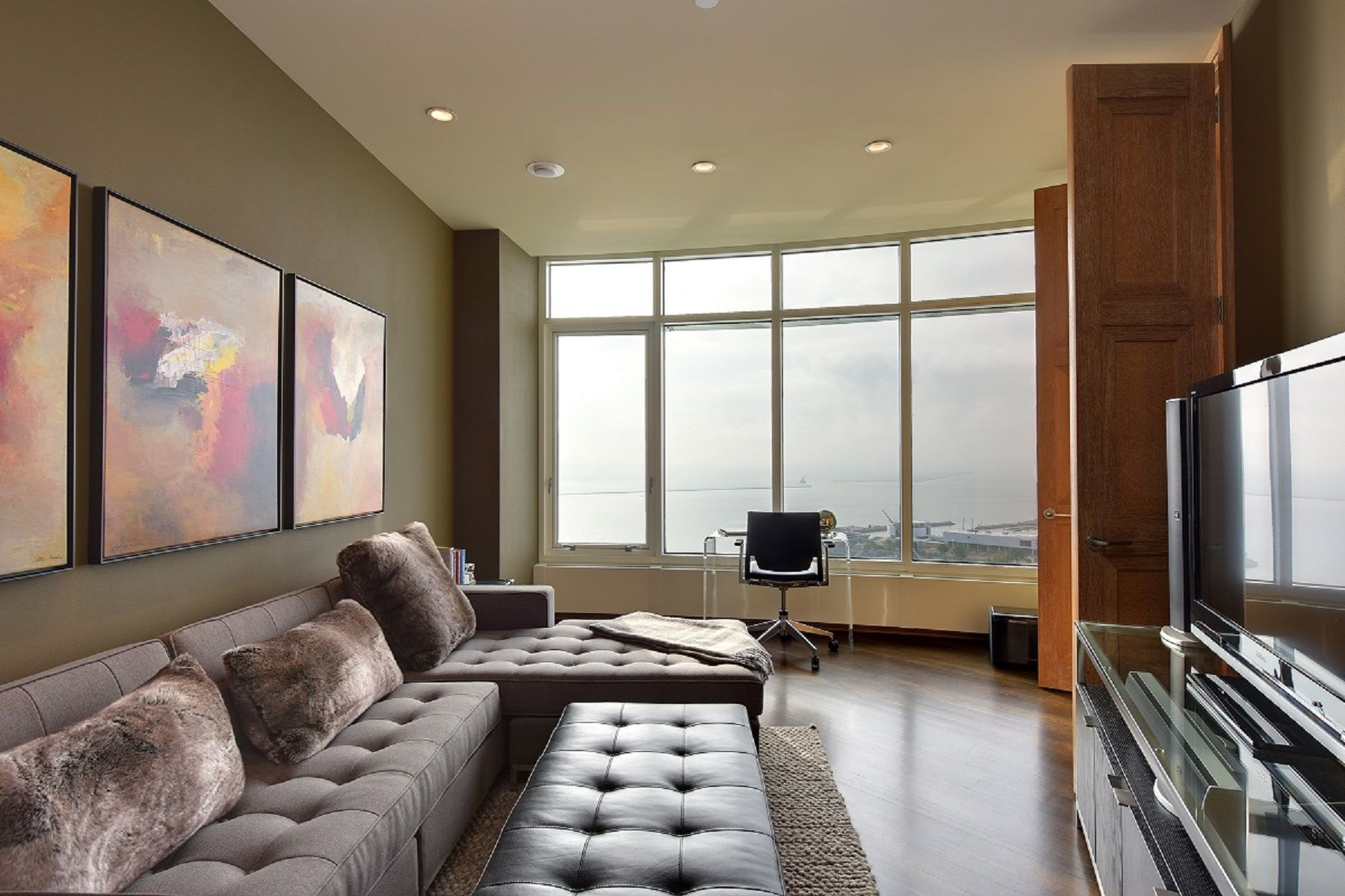 Additional photo for property listing at University Club Tower 825 N. Prospect Avenue 2102 Milwaukee, Wisconsin 53202 United States