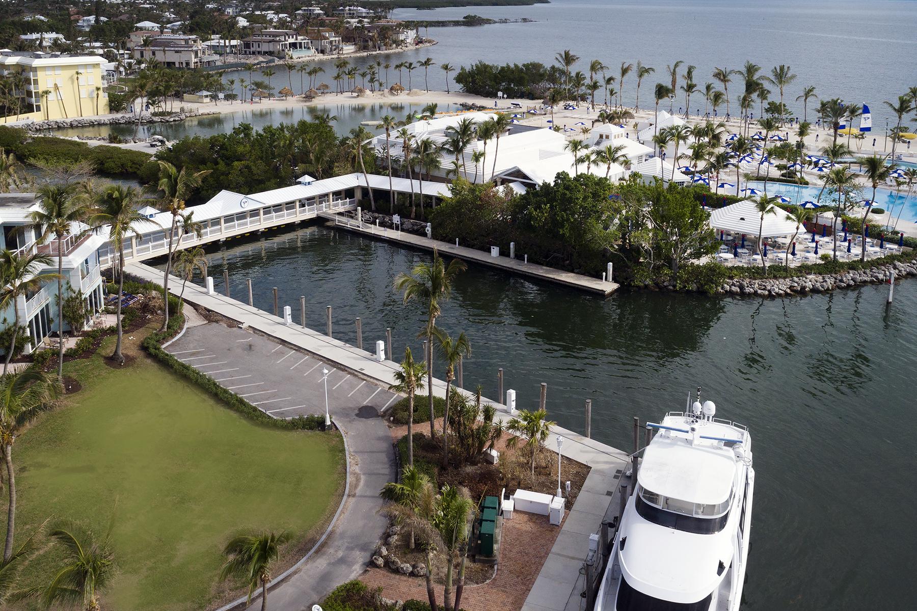 Additional photo for property listing at Premier Dockage at Ocean Reef 201 Ocean Reef Dr., BS-1 & 2 拉哥, 佛罗里达州 33037 美国