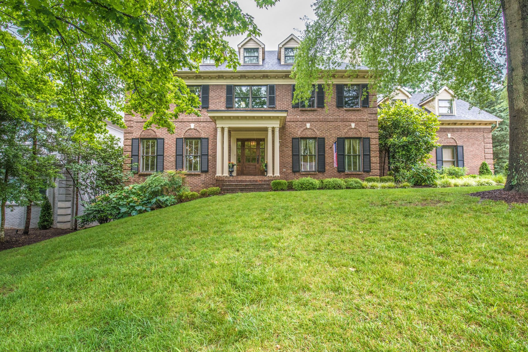 Single Family Home for Sale at 2817 Avenue Of The Woods Louisville, Kentucky 40241 United States