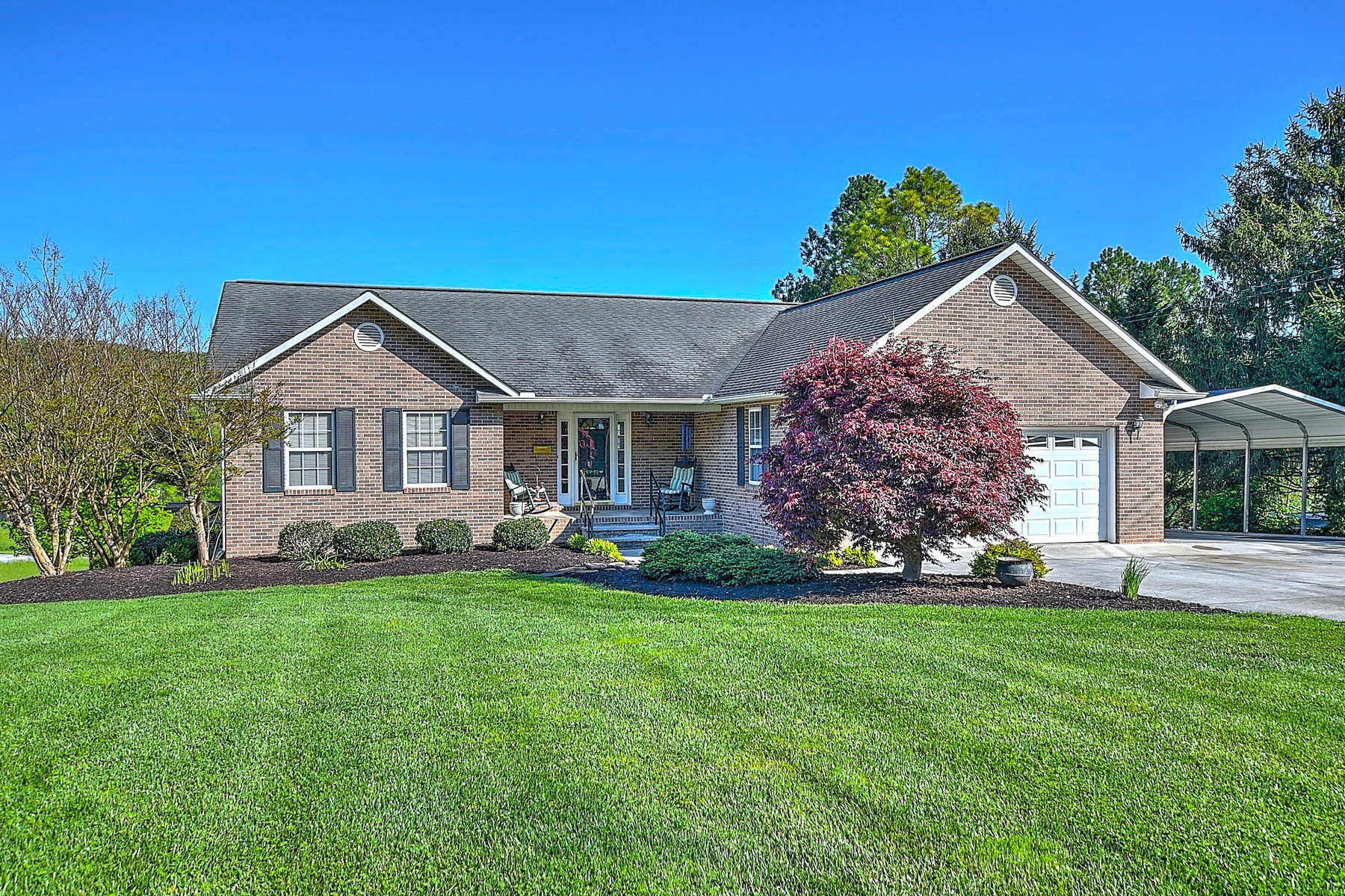 Single Family Homes pour l Vente à Custom Brick Ranch Home 1325 Brushy Valley Road, Heiskell, Tennessee 37754 États-Unis