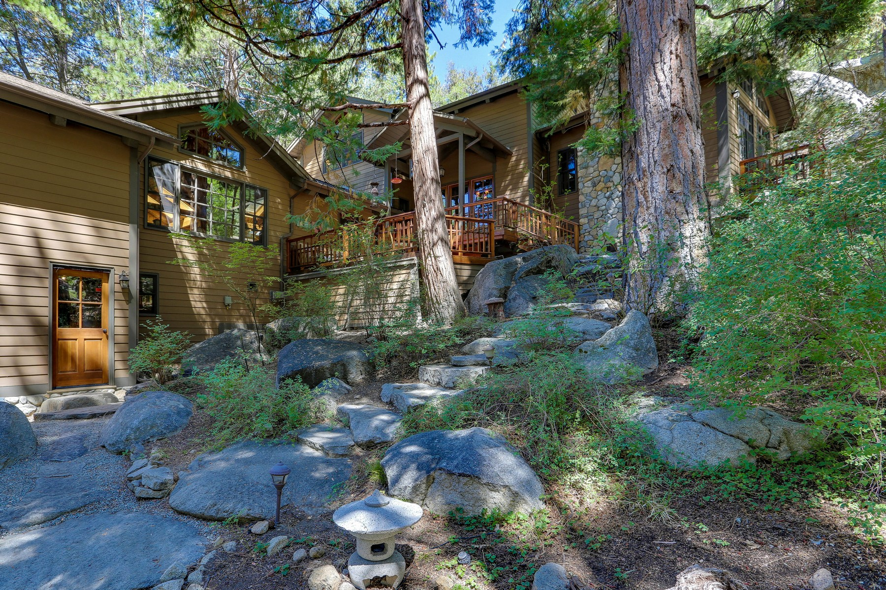 Maison unifamiliale pour l Vente à 55450 Forest Haven Idyllwild, Californie 92549 États-Unis