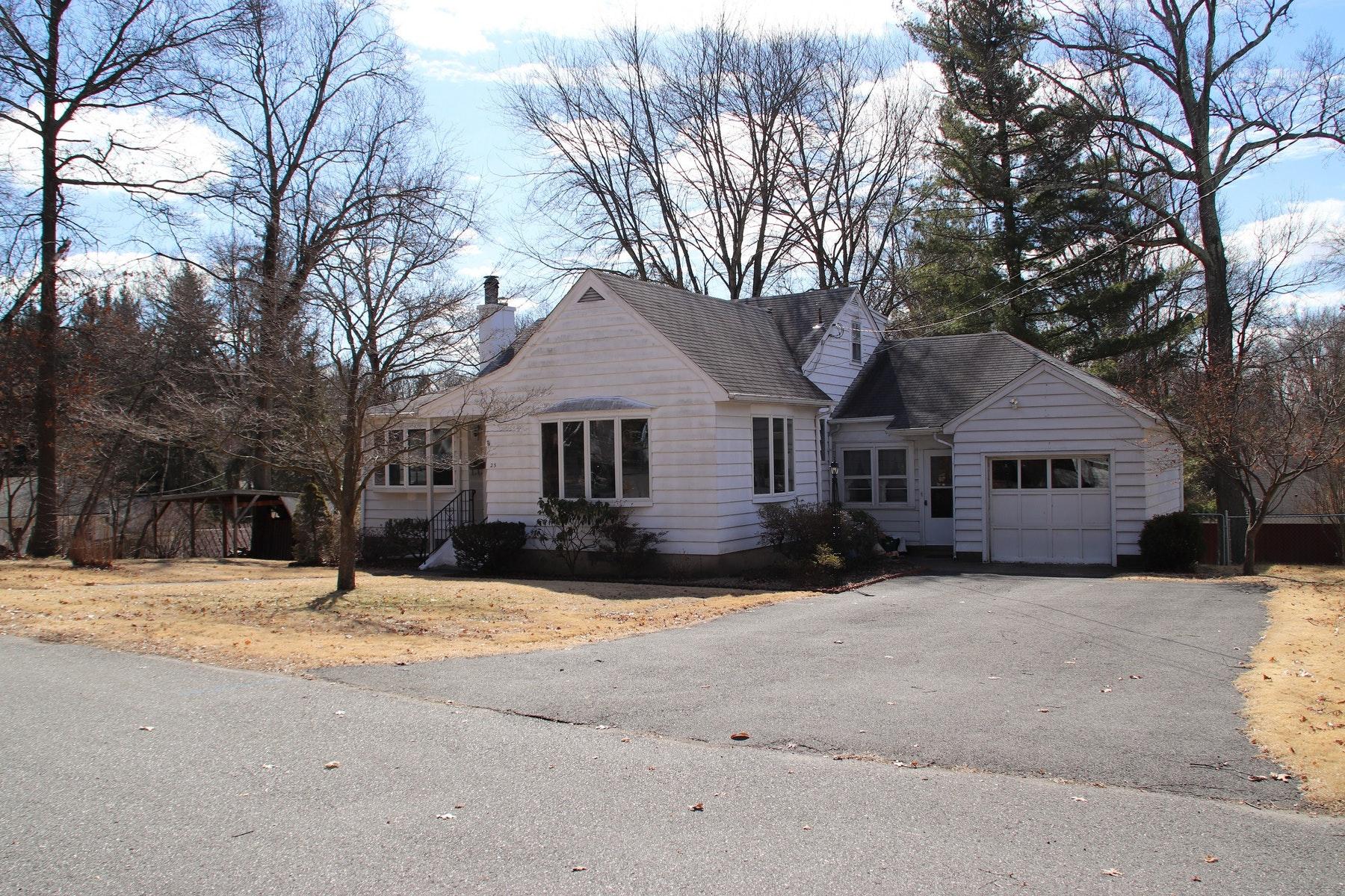 Nhà ở một gia đình vì Bán tại A Lovely Four Bedroom On A Quite Cul-De-Sac In Allendale. 25 Vreeland Place Allendale, New Jersey 07401 Hoa Kỳ