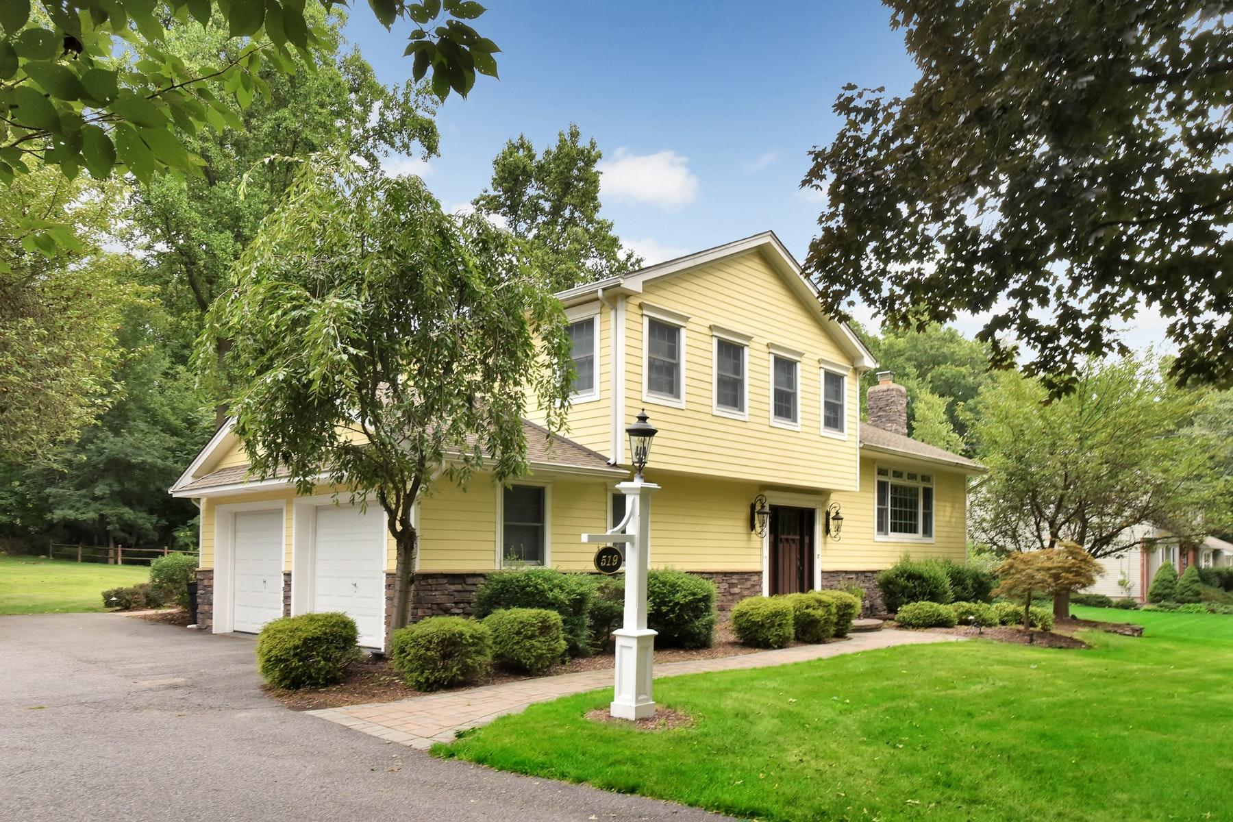 独户住宅 为 销售 在 Cul-De-Sac Location 519 Terhune Terrace 科夫, 新泽西州 07481 美国