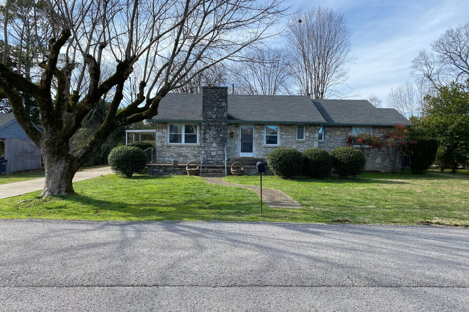 Single Family Homes por un Venta en 312 Elm Avenue Fayetteville Fayetteville, Tennessee 37334 Estados Unidos