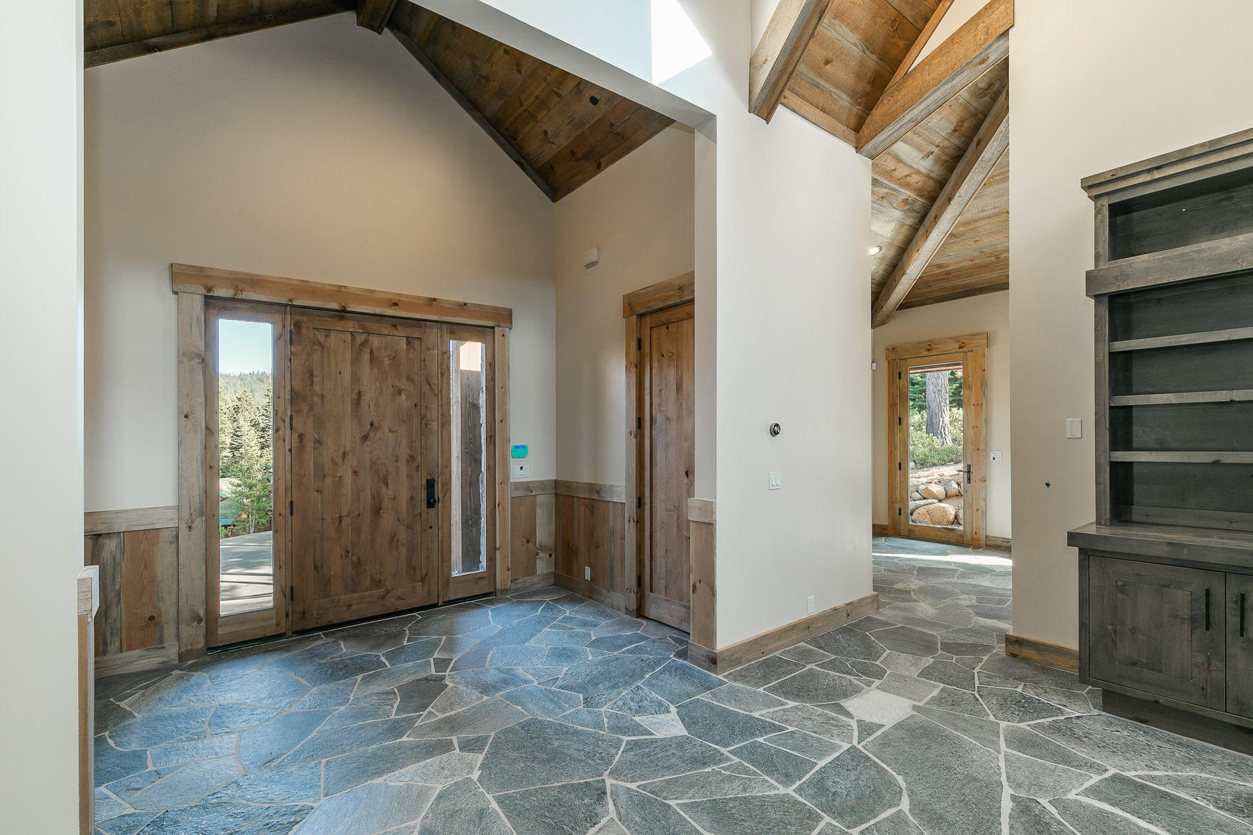 Additional photo for property listing at 2110 Eagle Feather Court , Truckee, CA 2110 Eagle Feather Truckee, California 96161 Estados Unidos