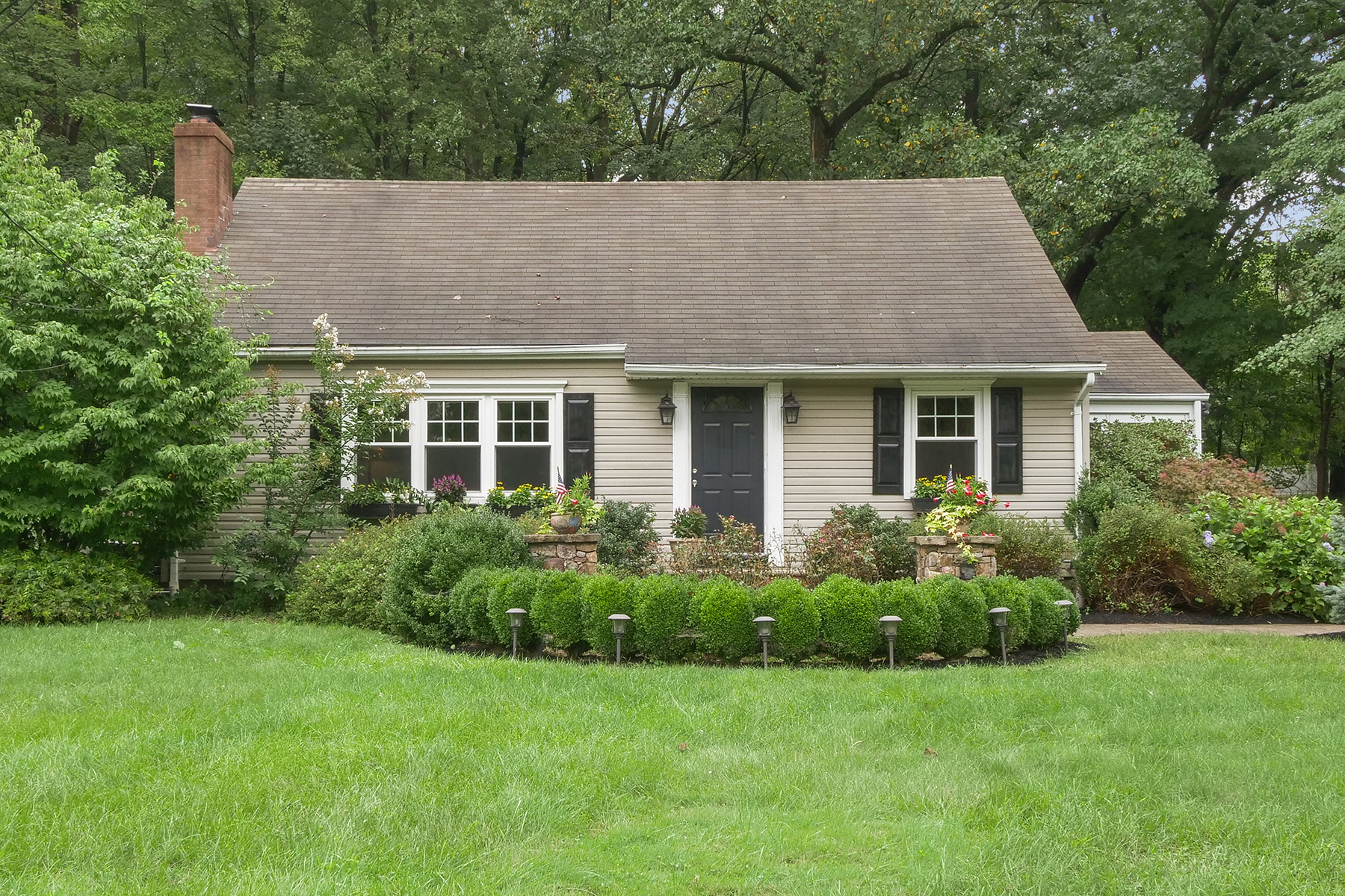 Single Family Homes for Active at Fantastic Curb Appeal! 71 Boonton Avenue Montville, New Jersey 07005 United States