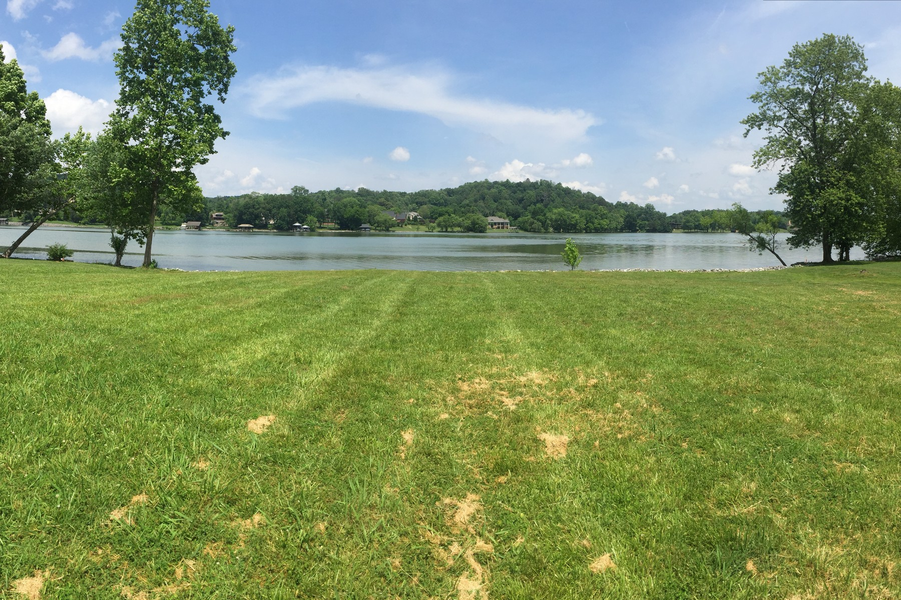 Land for Sale at Gorgeous Waterfront Lot In West Knoxville 1702 Gull Lane Knoxville, Tennessee 37919 United States
