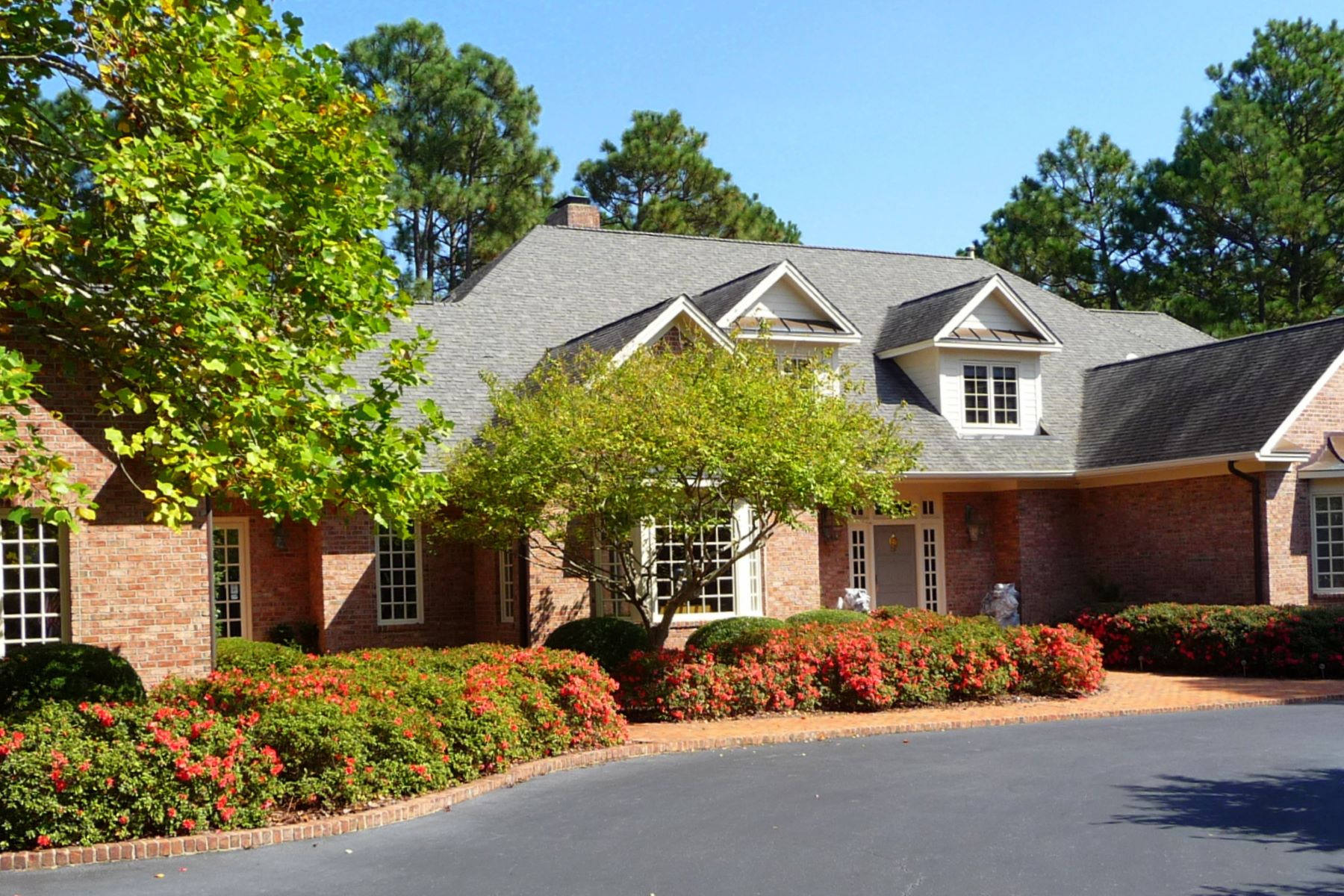 Single Family Homes for Active at 5 Acre Golf Front Estate in The Country Club of NC 800 Lake Dornoch Drive Pinehurst, North Carolina 28374 United States
