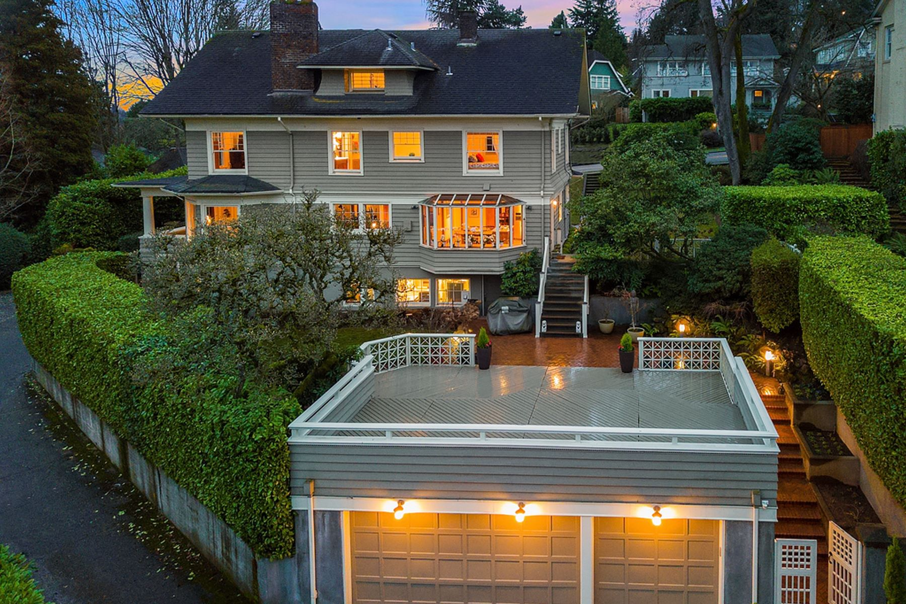 Additional photo for property listing at 2222 Crescent Dr, Seattle 2222 E Crescent Dr Seattle, Washington 98112 United States