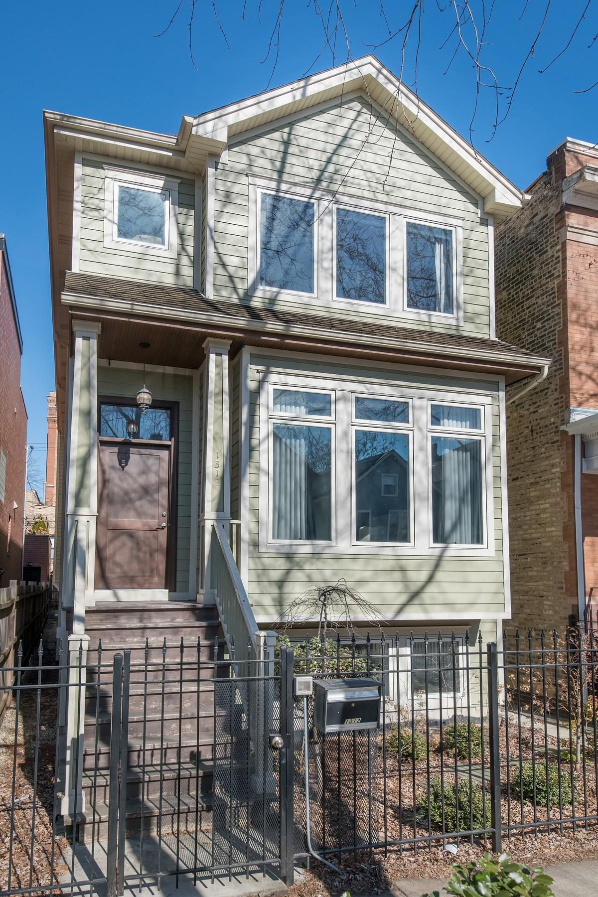 獨棟家庭住宅 為 出售 在 Perfect Lakeview Home In Burley School District! 1312 W Barry Avenue Lakeview, Chicago, 伊利諾斯州, 60657 美國