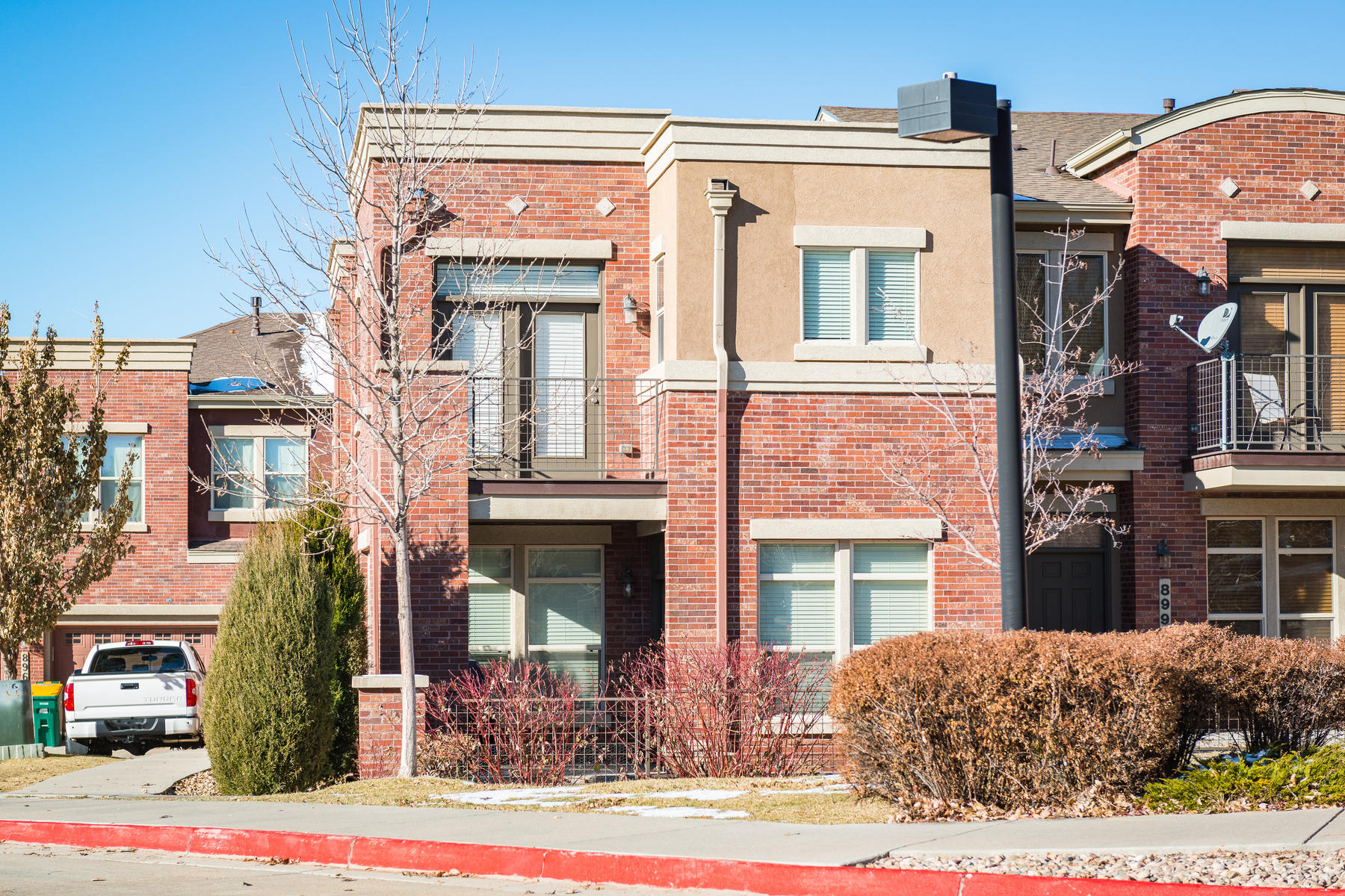 Single Family Home for Active at Great location in the Villas at Highland Park! 8993 E Nichols Place Bldg 6 Centennial, Colorado 80112 United States