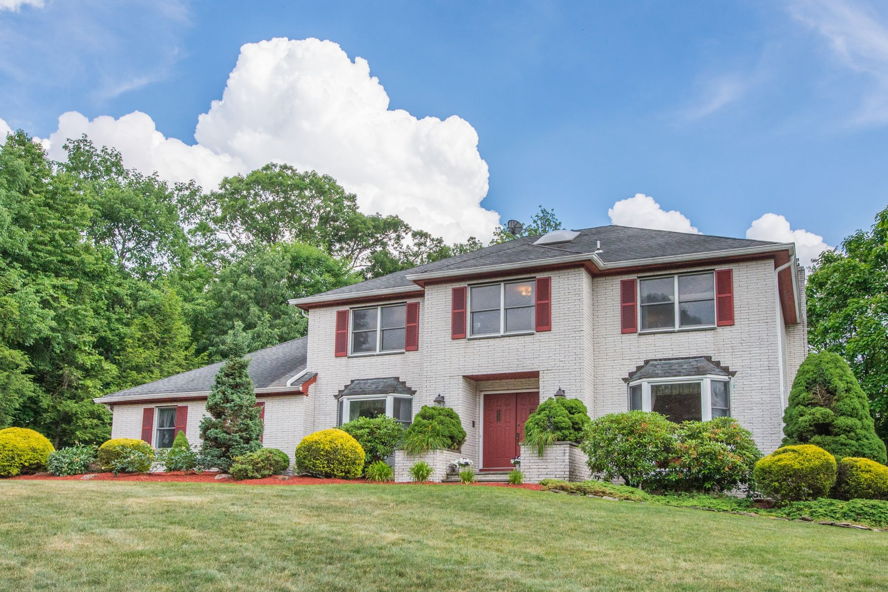 Single Family Homes for Active at Stately Center Hall Colonial in Montville 5 Tomalyn Hill Road Montville, New Jersey 07045 United States