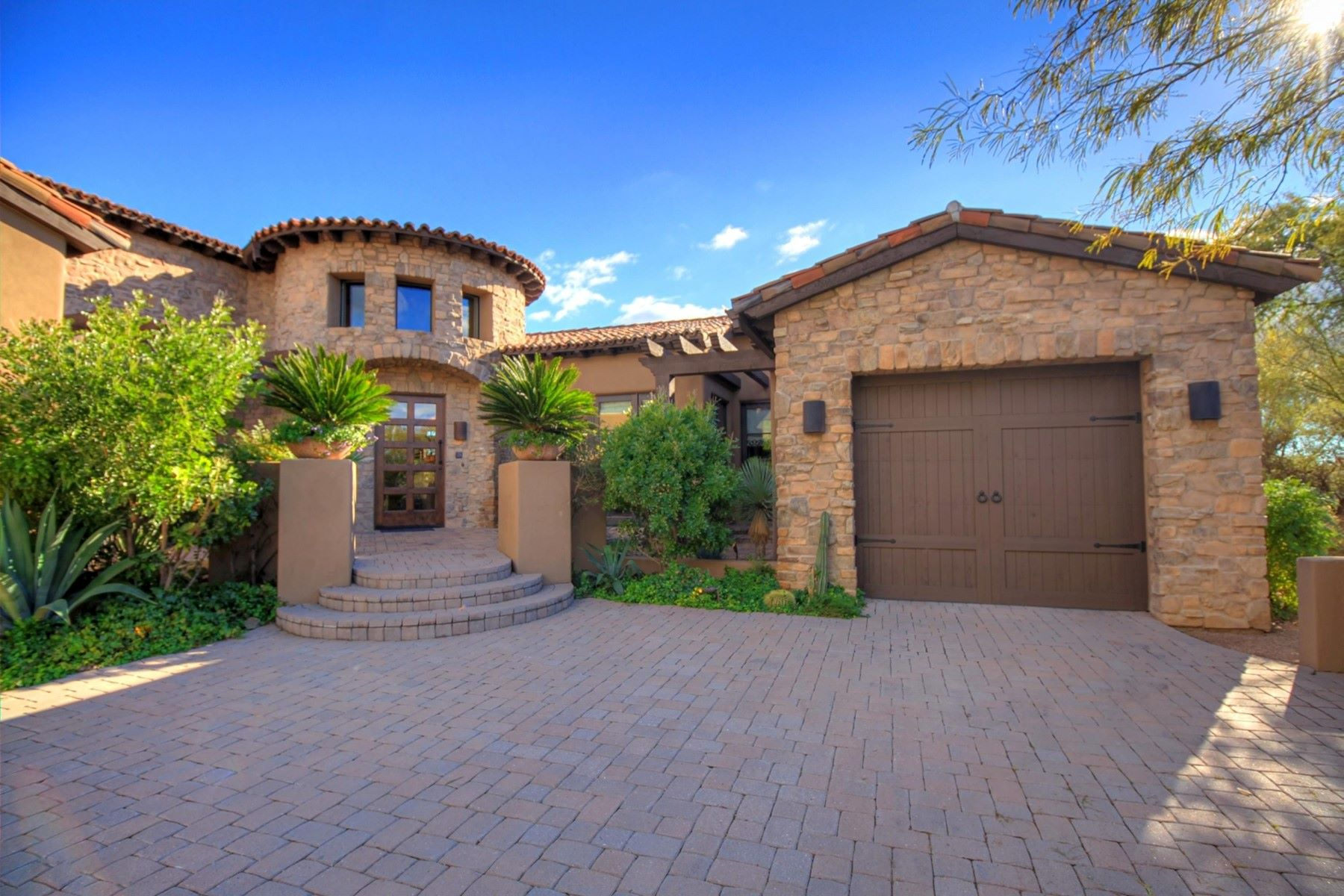 Single Family Home for Sale at Extraordinary single-level masterpiece in Desert Mountain 40025 N 107th St Scottsdale, Arizona, 85262 United States