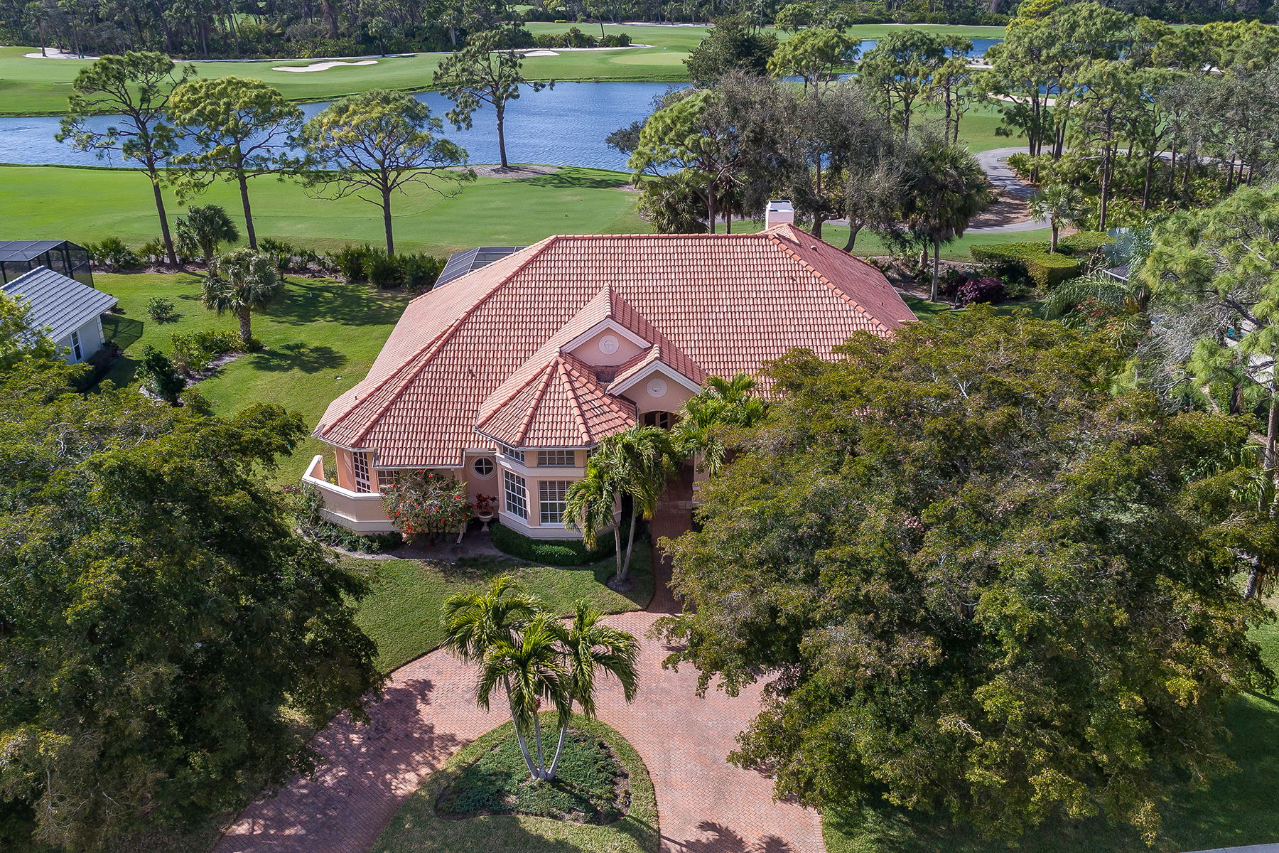 Single Family Homes pour l Vente à PELICAN LANDING 25100 Pennyroyal Drive Bonita Springs, Floride 34134 États-Unis