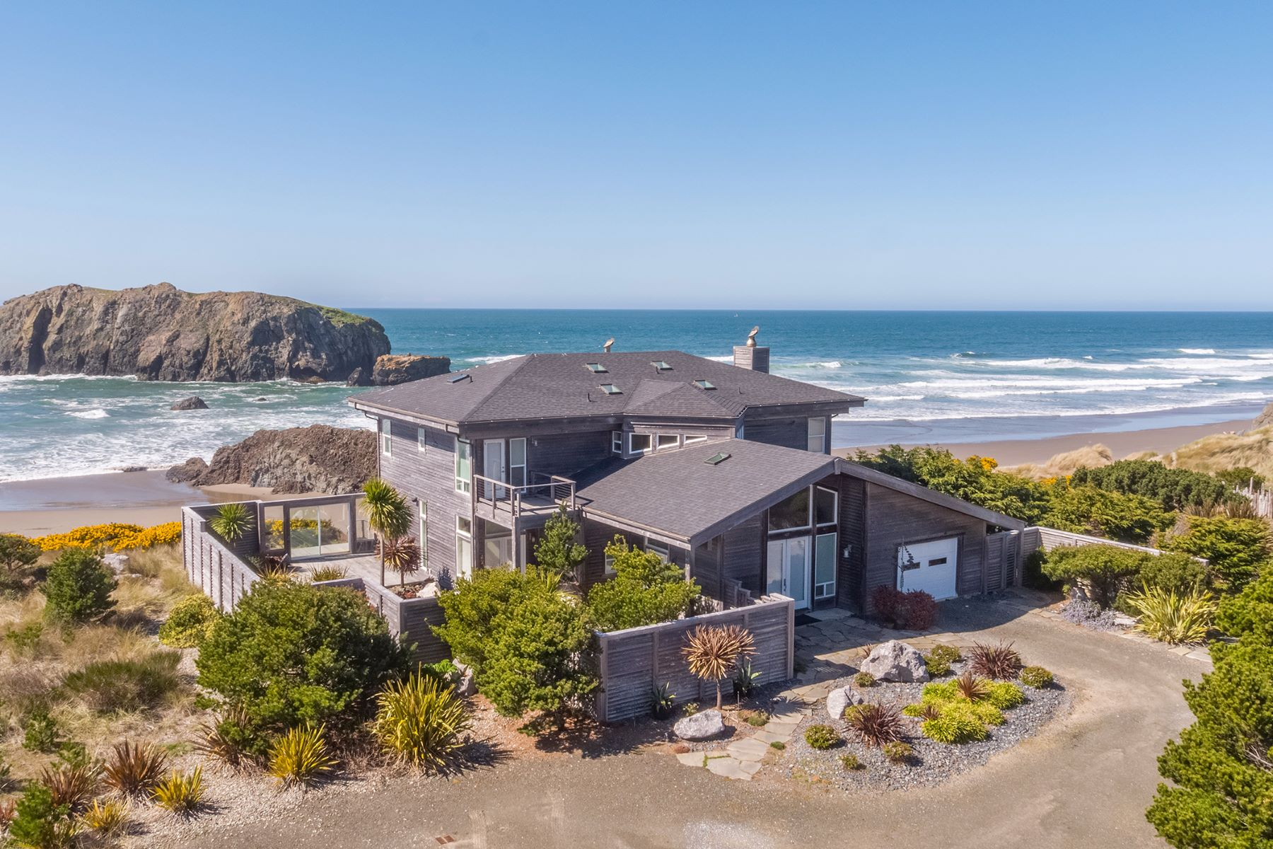 Single Family Homes para Venda às Not Your Ordinary Beach House 54196 Gould Road, Bandon, Oregon 97411 Estados Unidos