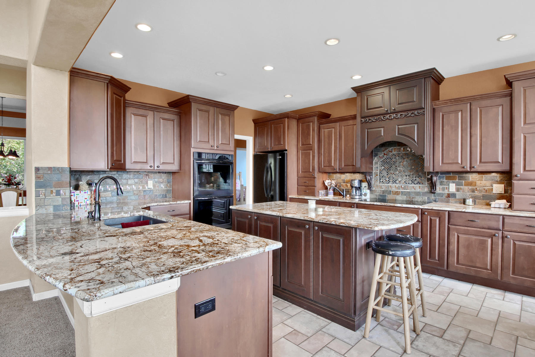 Additional photo for property listing at Luxurious custom built ranch walk-out that overlooks the 14th hole in Bear Dance 1812 Arsata Pl Larkspur, Colorado 80118 United States