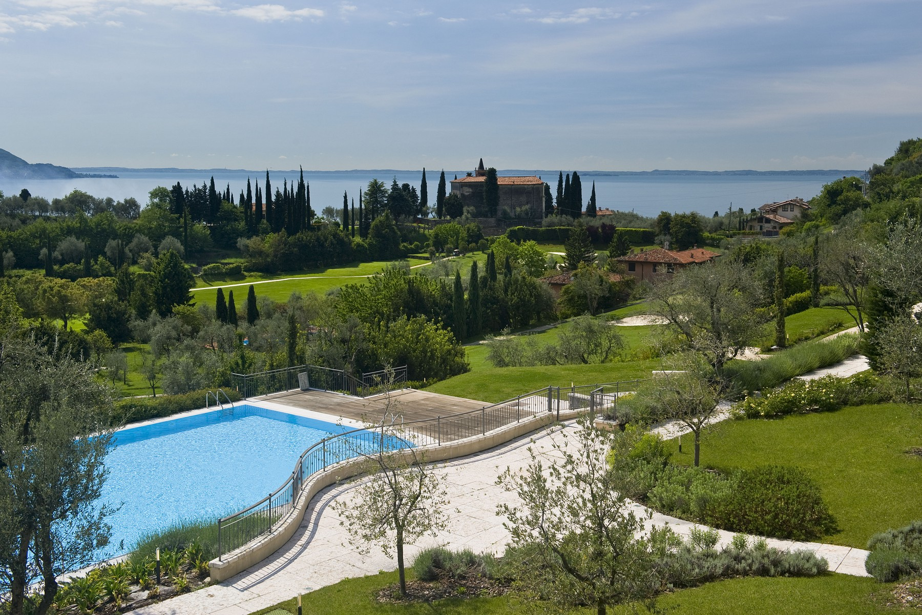 Apartamento por un Venta en New apartments inside the Bogliaco Golf Resort Via del Golf Toscolano Maderno, Brescia 25088 Italia