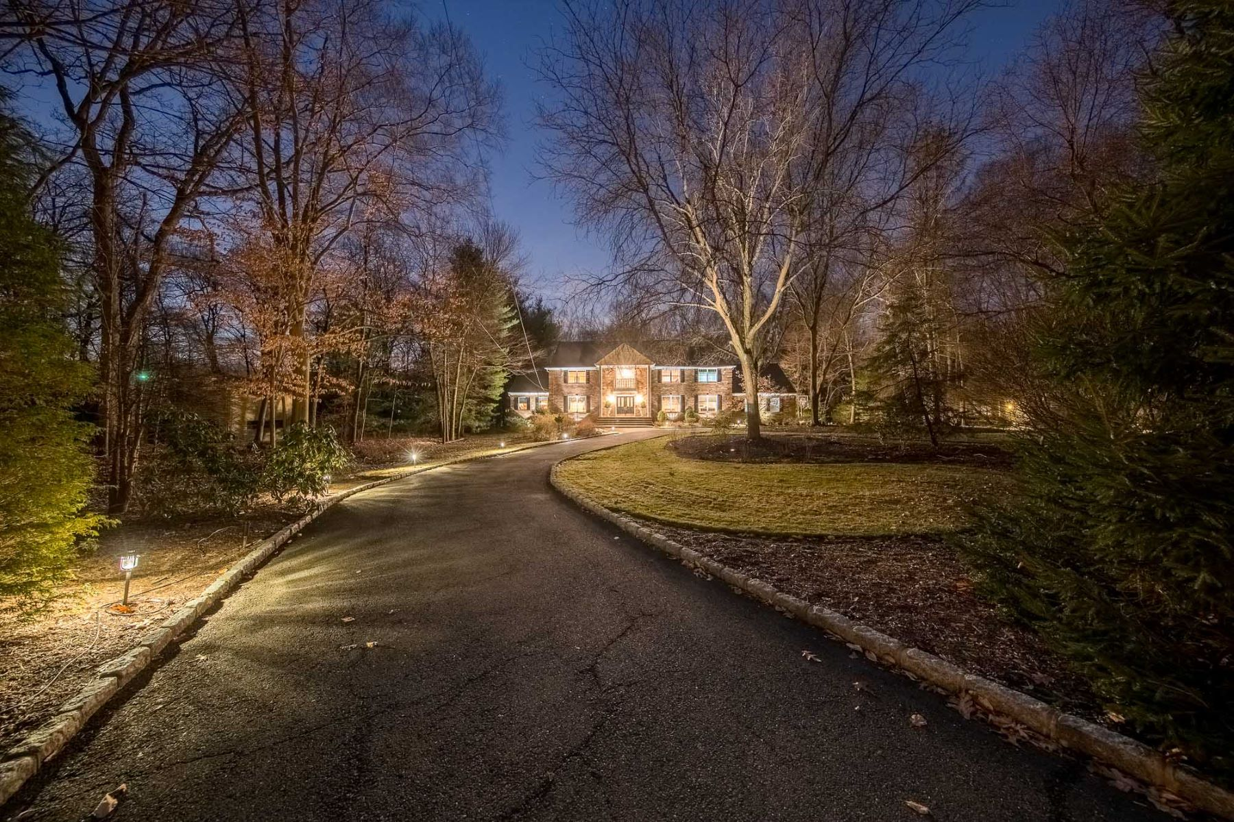 واحد منزل الأسرة للـ Sale في One of a Kind 74 Woodcliff Lake Road, Saddle River, New Jersey, 07458 United States