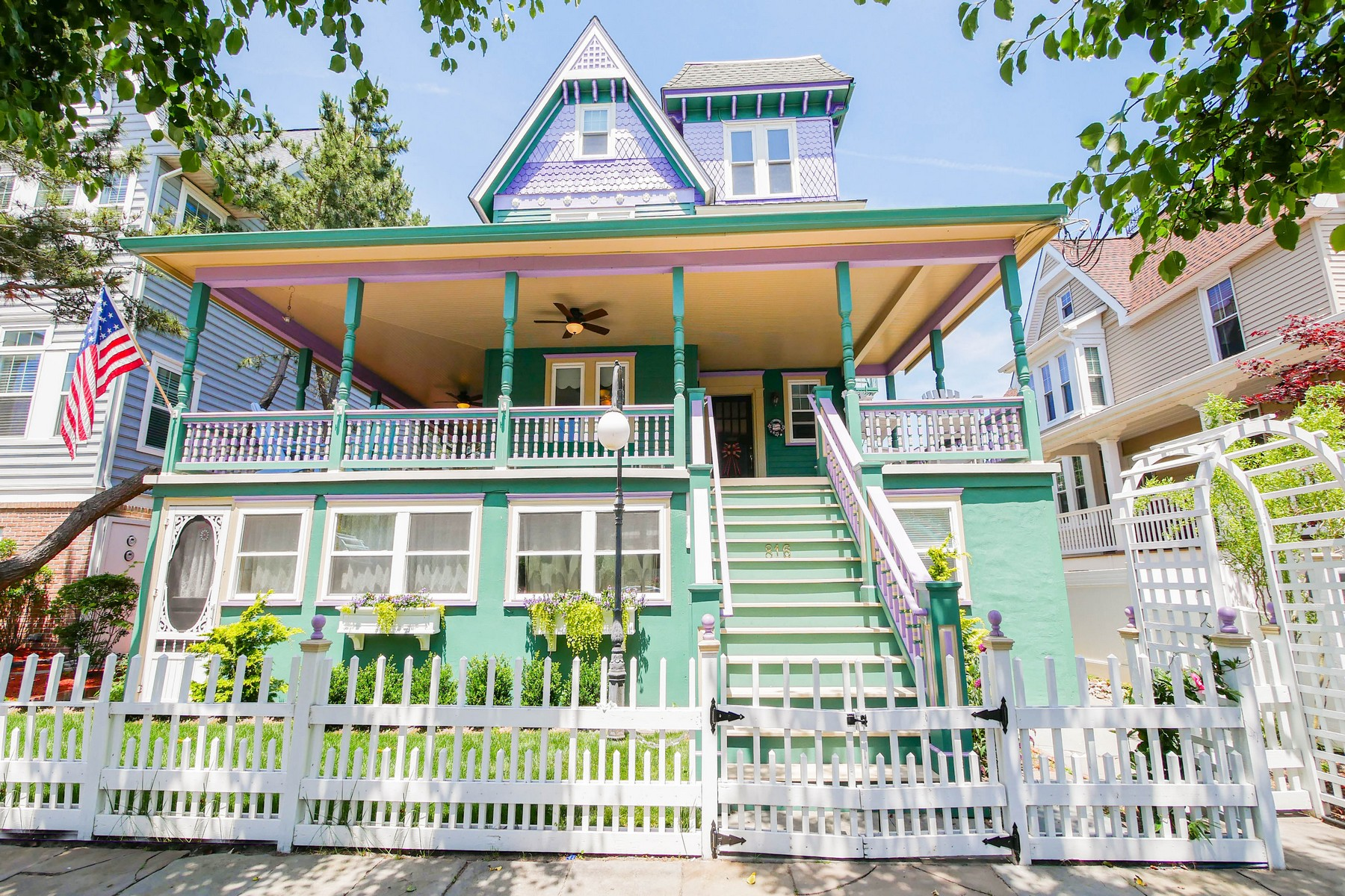 Multi-Family Homes 용 매매 에 The Painted Lady Victorian Home 816 Wesley Ave, Ocean City, 뉴저지 08226 미국