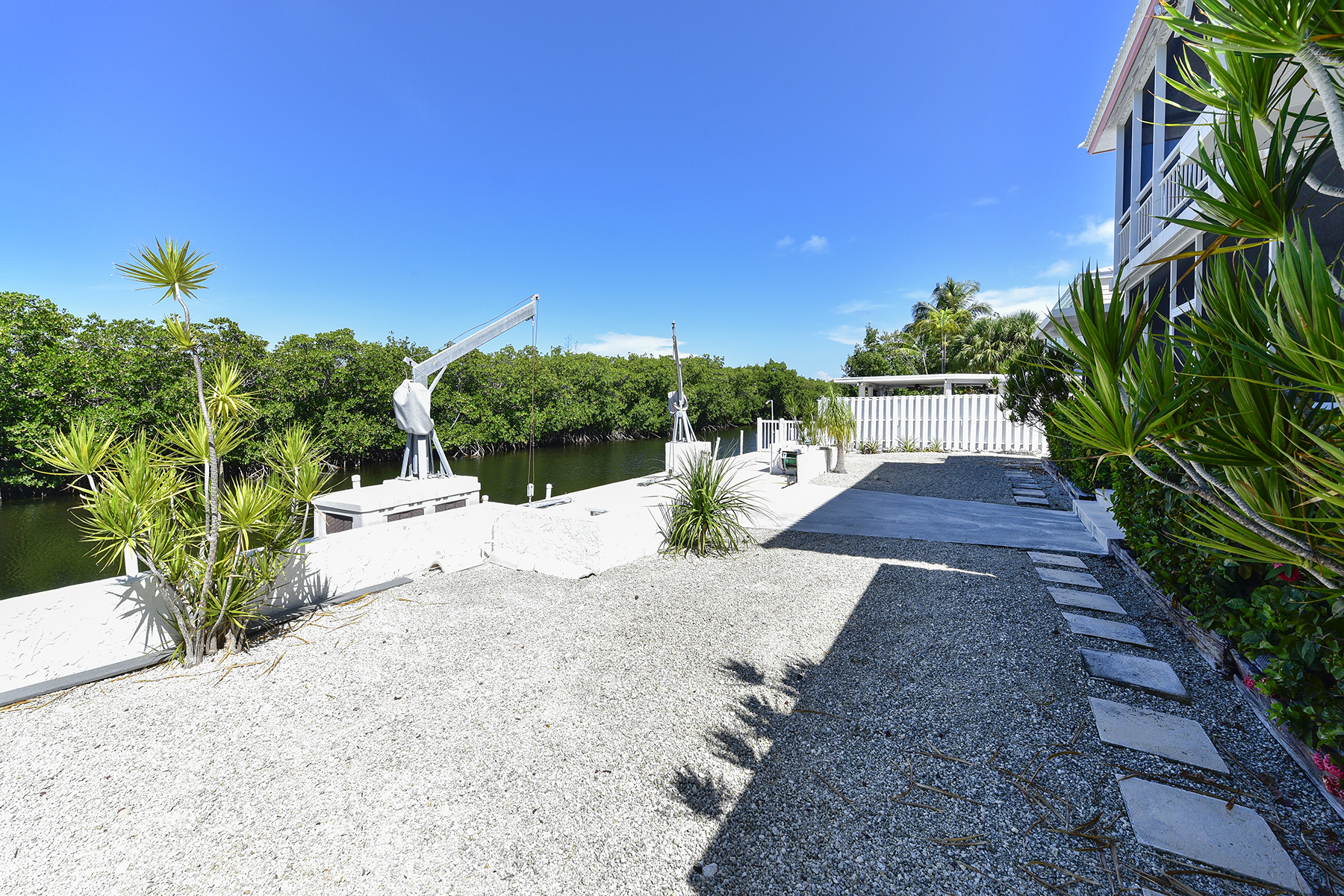 Additional photo for property listing at Perfect Island Setting 124 Venetian Drive Islamorada, Florida 33036 Hoa Kỳ