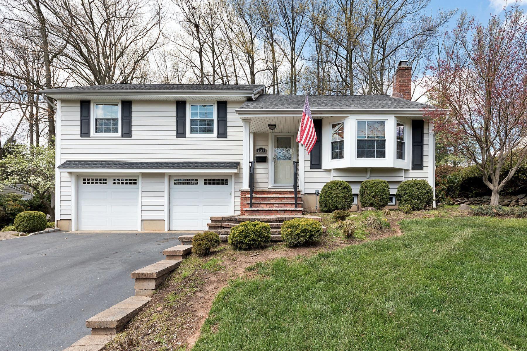 Single Family Homes por un Venta en Delightful Expanded Split Level 1655 Ramapo Way Scotch Plains, Nueva Jersey 07076 Estados Unidos