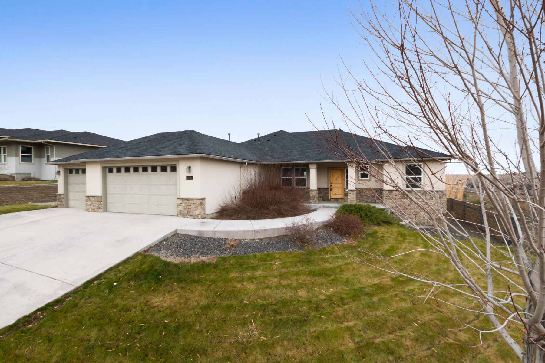 Single Family Homes for Sale at Well Maintained One Level Home in Great Location 1415 Badger Mountain Loop Richland, Washington 99352 United States
