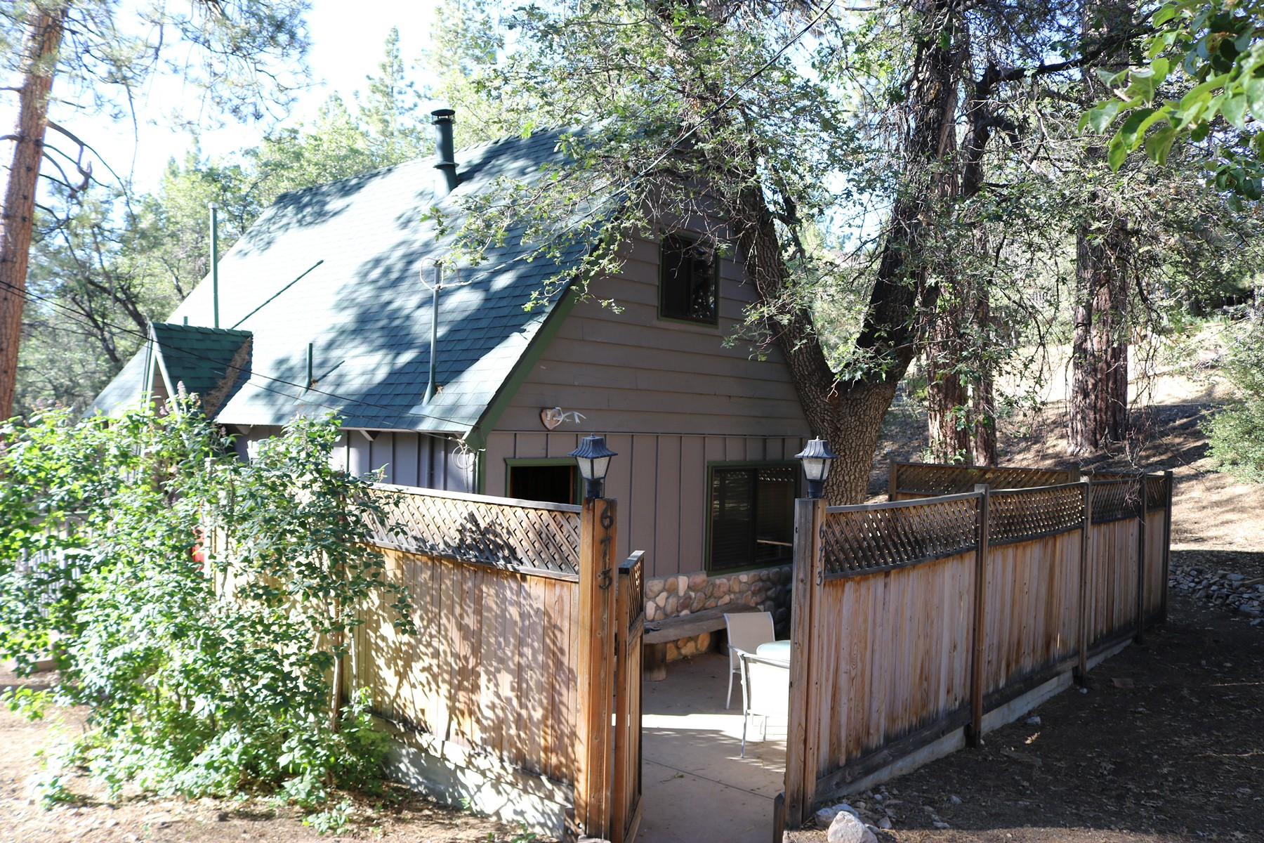 Single Family Homes for Sale at 673 Butte Avenue, Big Bear City, California, 92314 673 Butte Avenue Big Bear City, California 92314 United States