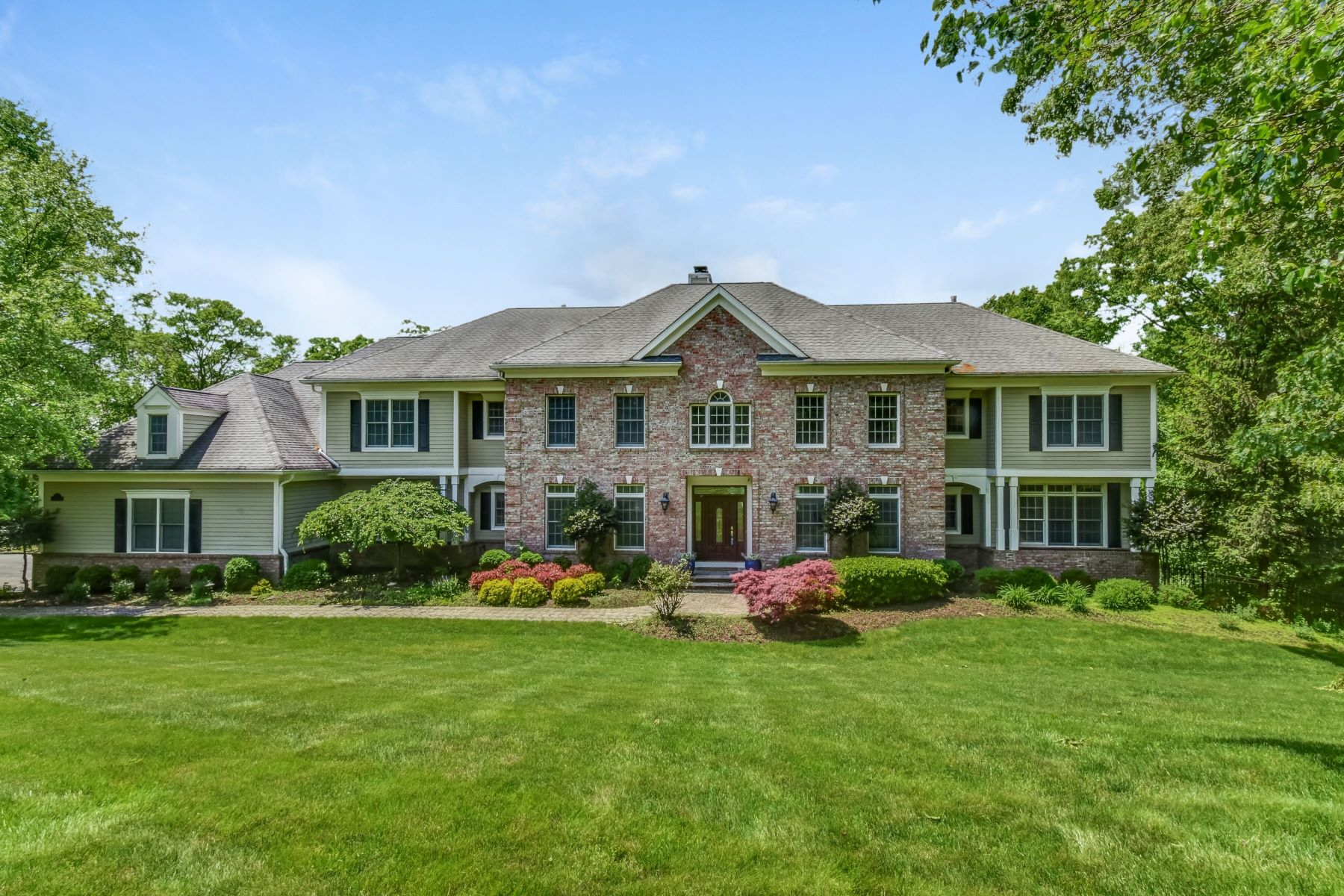 single family homes pour l Vente à Extraordinary Colonial Home 7 Pioneers Lane, Morris Township, New Jersey 07960 États-Unis