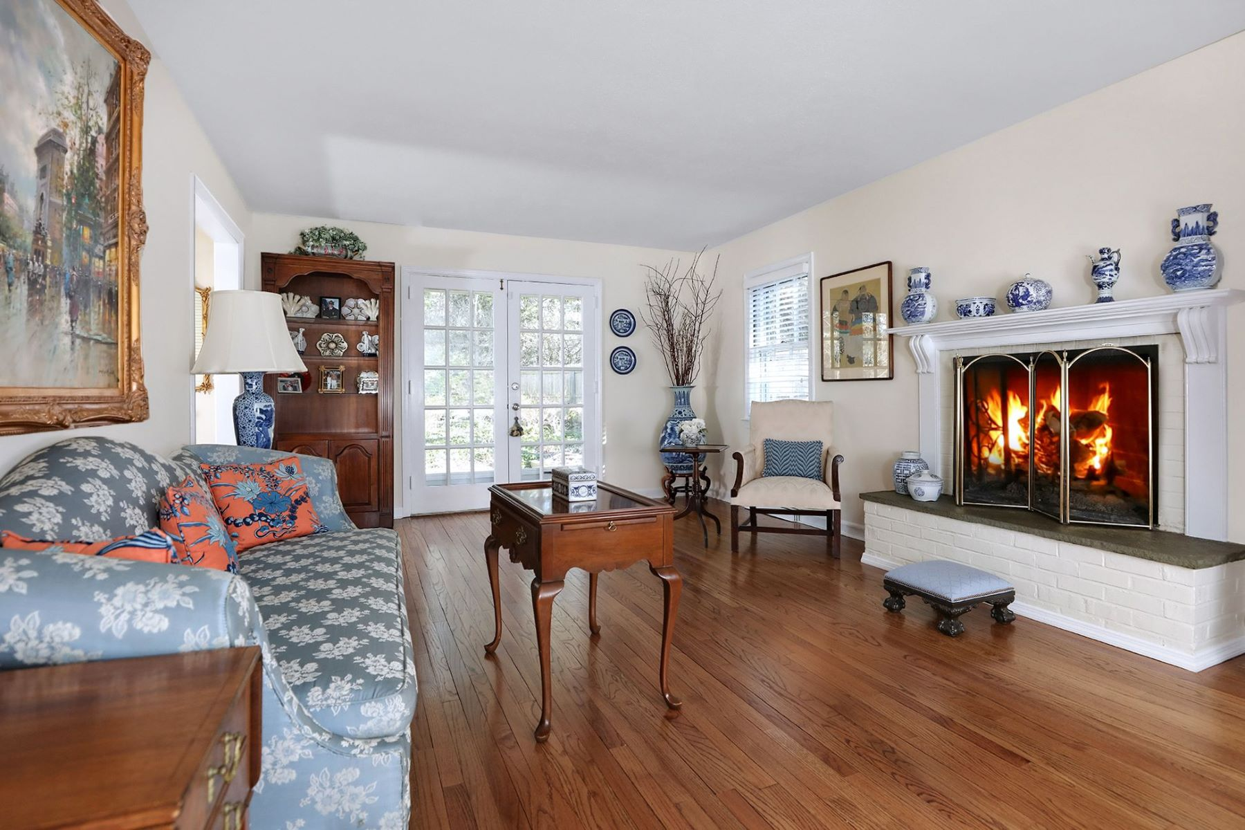 Additional photo for property listing at Gardens and Light, a Princeton Delight 96 Hun Road, Princeton, New Jersey 08540 United States