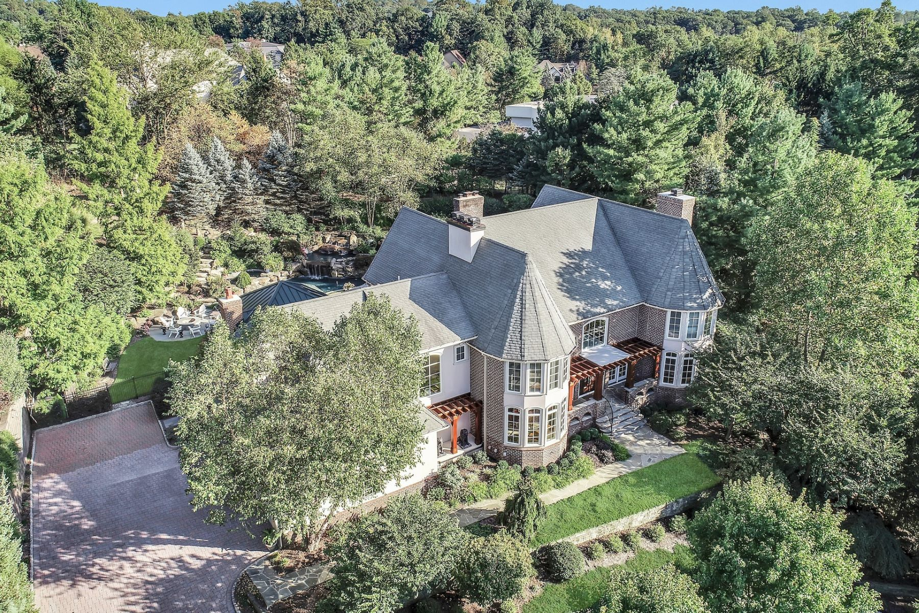 Single Family Homes pour l Vente à Chestnut Hill Masterpiece 11 Notch Hill Drive, Livingston, New Jersey 07039 États-Unis