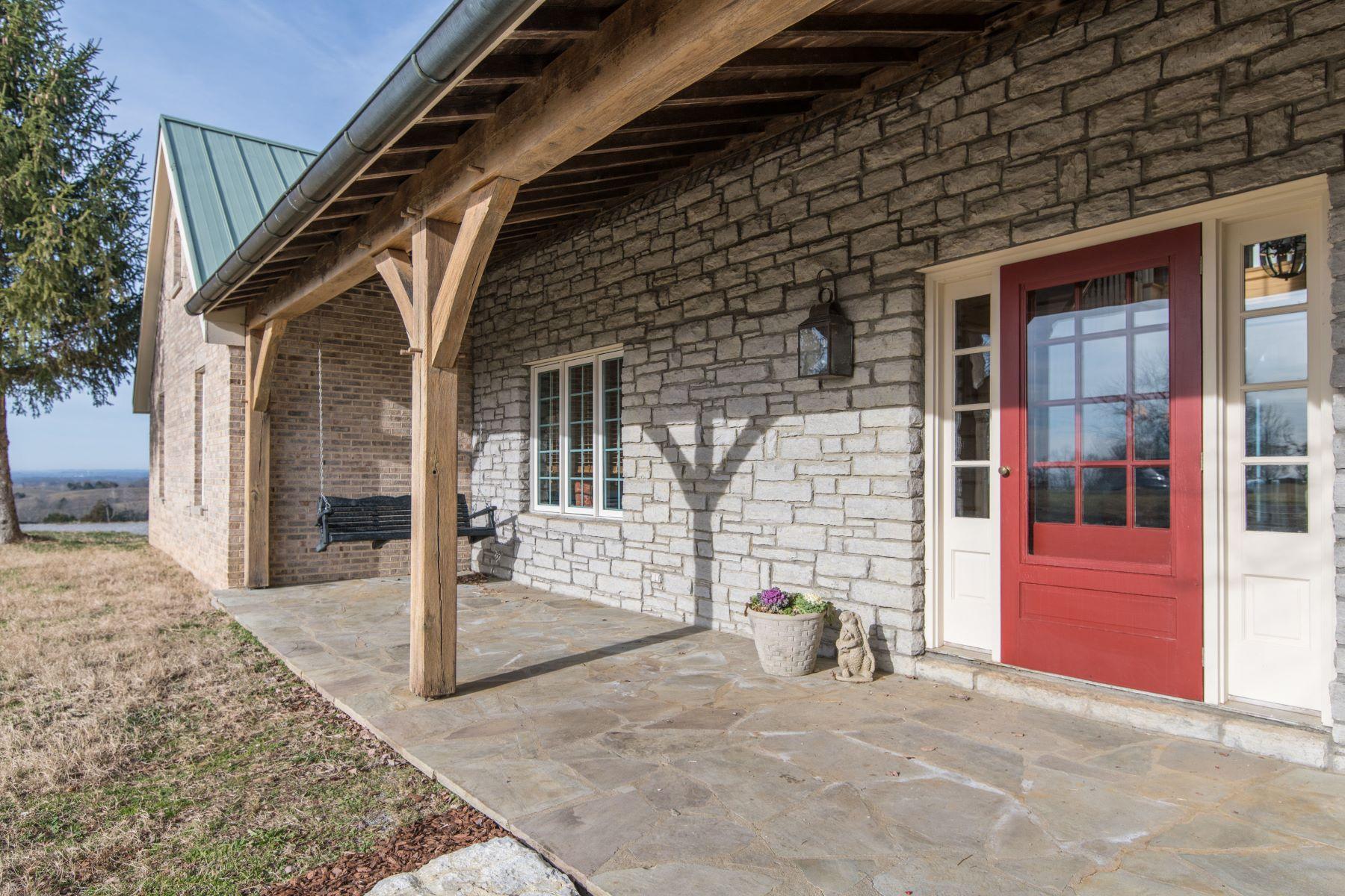 Single Family Homes por un Venta en 4302 Crab Orchard Road Stanford, Kentucky 40484 Estados Unidos