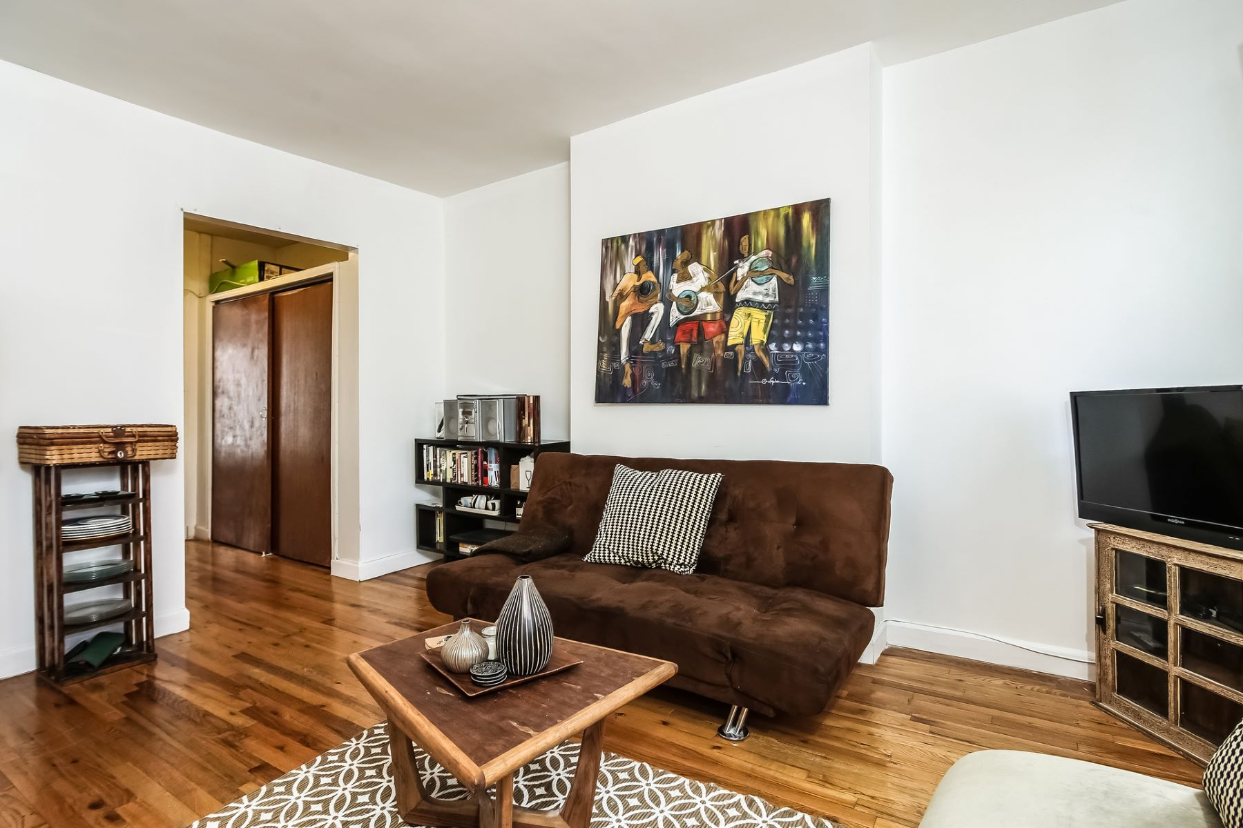 Additional photo for property listing at 10 Downing Street, Brooklyn  Brooklyn, New York 11238 United States