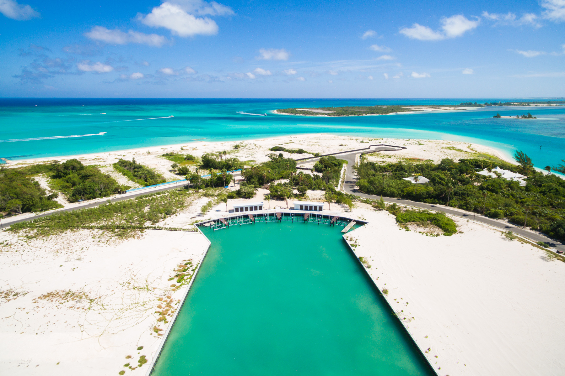 Additional photo for property listing at Emerald Estate Beach Villa Beachfront Emerald Point Leeward, Providenciales TKCA 1ZZ Islas Turcas Y Caicos