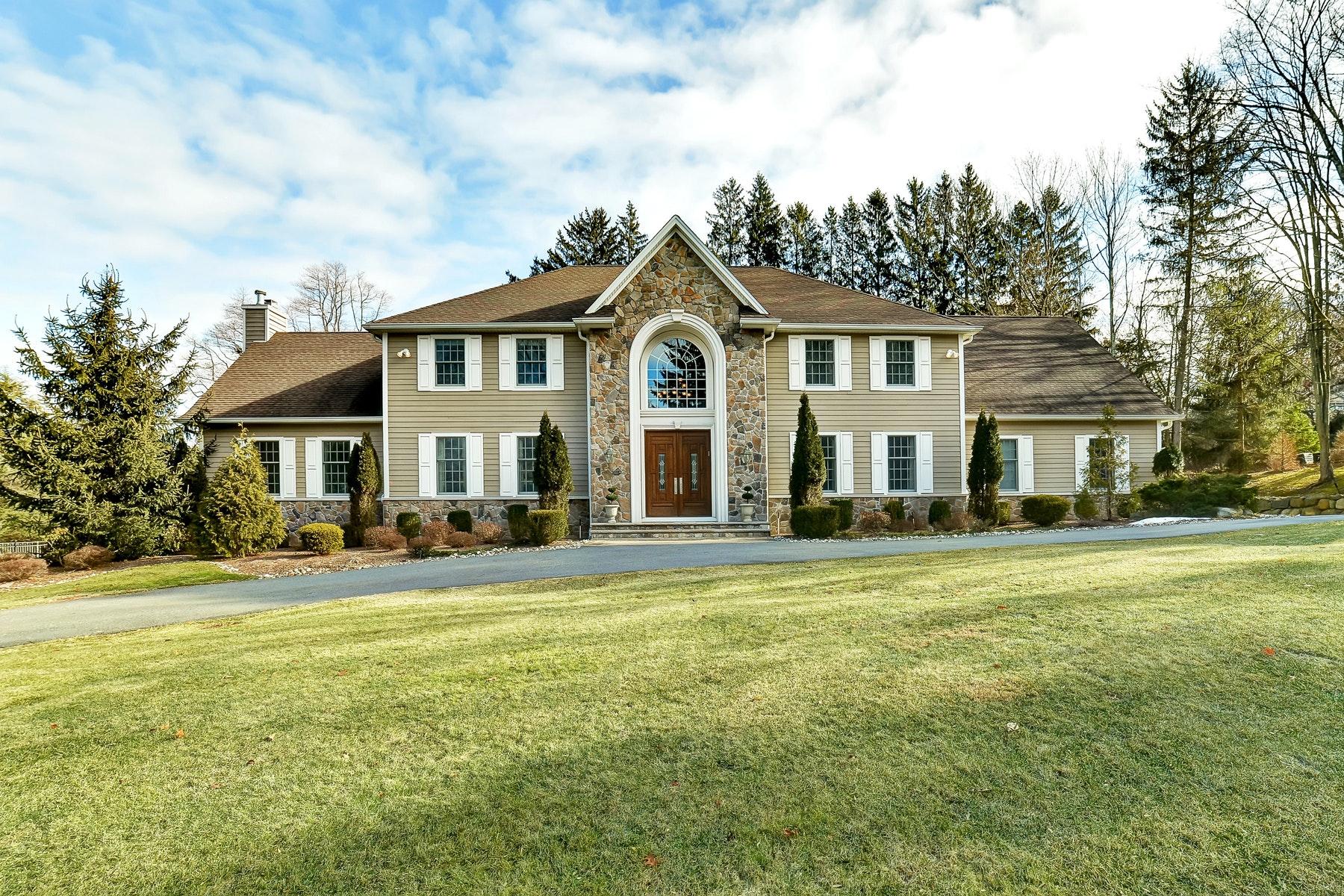 Maison unifamiliale pour l à vendre à Decorators Dream!! 18 Brownstone Way, Upper Saddle River, New Jersey, 07458 États-Unis