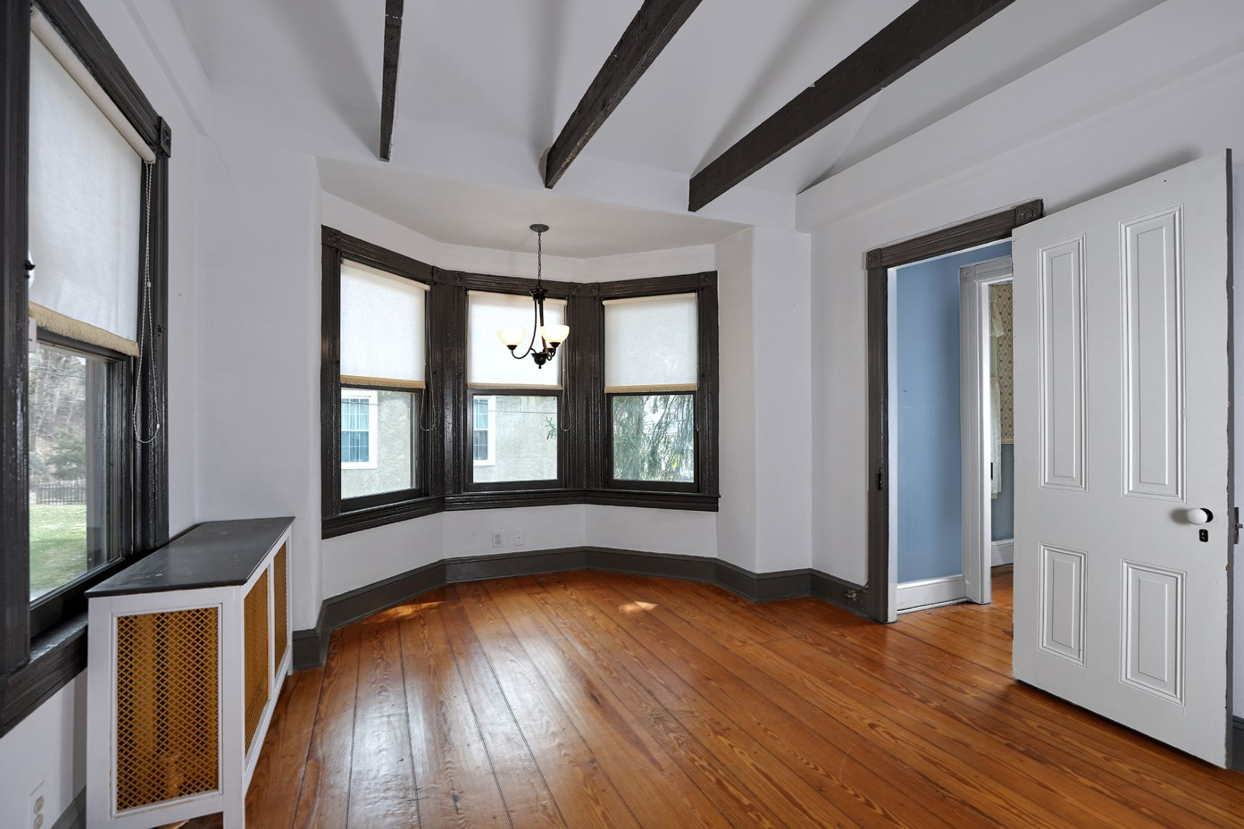 Additional photo for property listing at Work From Home In The Heart Of Town 3 South Main Street, Stockton, Nova Jersey 08559 Estados Unidos