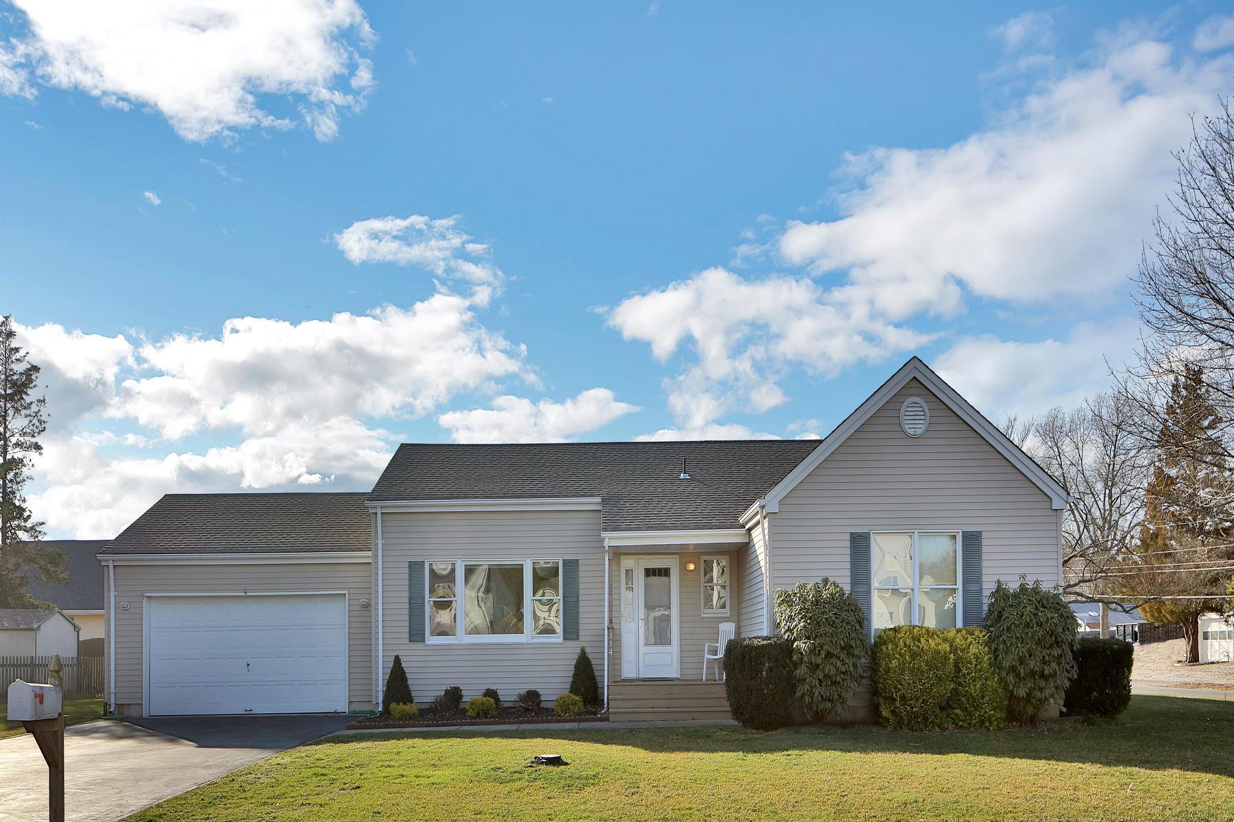 Maison unifamiliale pour l Vente à Sunrise Beach! 114 Foxwood Lane Forked River, New Jersey 08731 États-Unis