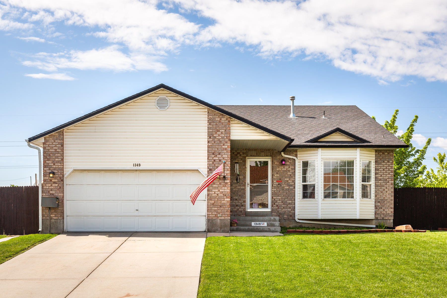 Single Family Homes for Sale at Great Multi-Level Home 1349 W Highland Hollow Dr West Jordan, Utah 84084 United States