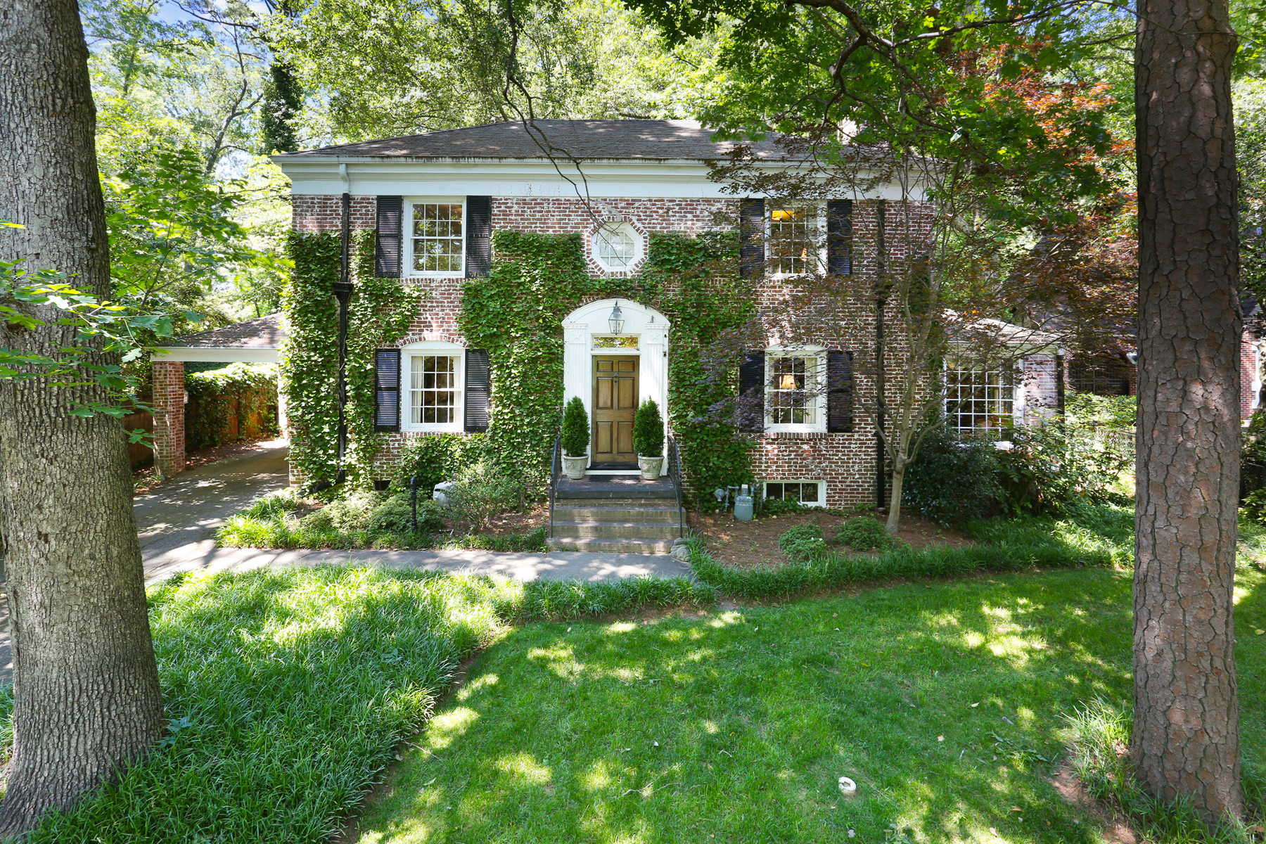 Single Family Home for Sale at Fantastic Opportunity In Haynes Manor 533 Peachtree Battle Avenue NW Haynes Manor, Atlanta, Georgia, 30305 United States