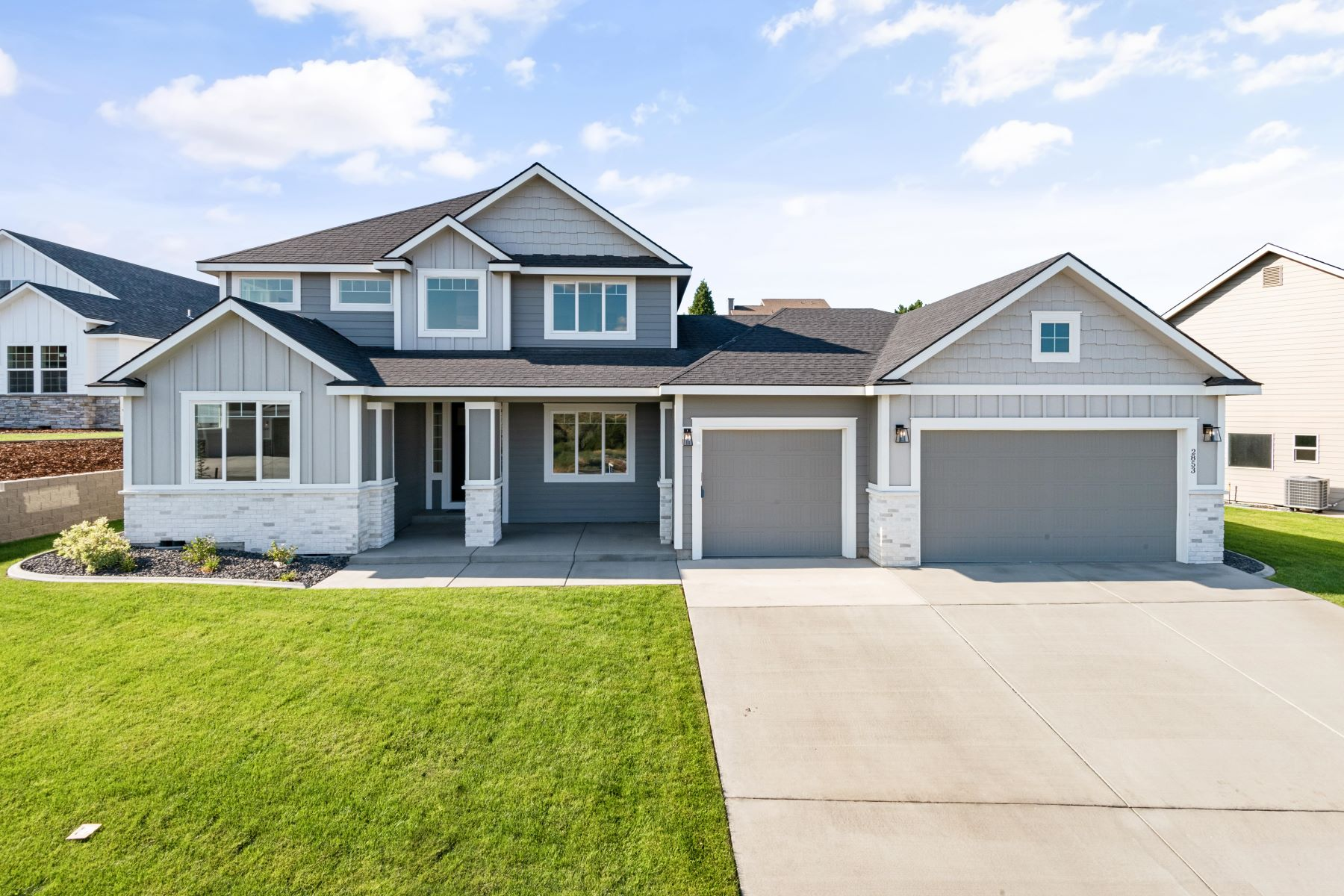 Single Family Homes for Sale at 5 Bedrooms plus Den 2853 Mackenzie Court Richland, Washington 99352 United States