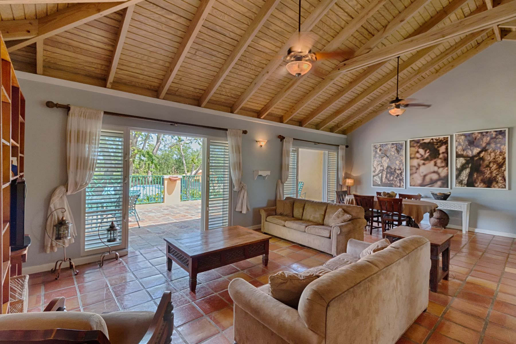 Maison multifamiliale pour l Vente à Secluded Two Story Resort Villa C-15 Villa Montana Beach Resort Carr. 4466 Isabela, 00662 Porto Rico